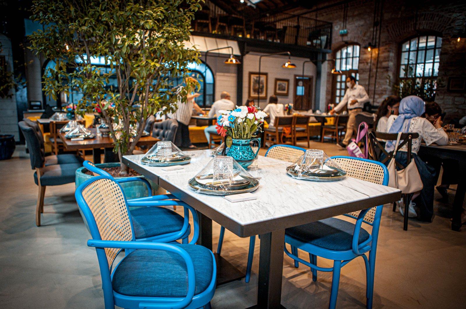 The inside of a restaurant in Istanbul's Zeytinburnu district, Turkey, July 12, 2020. (Sabah Photo)