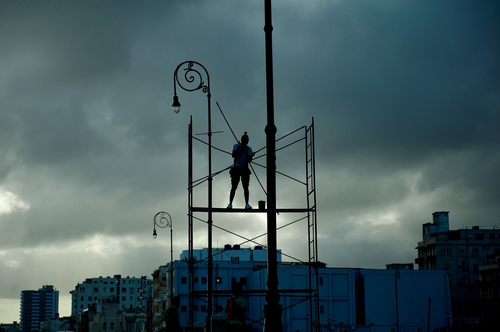 A worker secures a luminary during preparations for the arrival of Tropical Storm Laura in Havana, Cuba, Aug. 24, 2020. (AFP Photo)