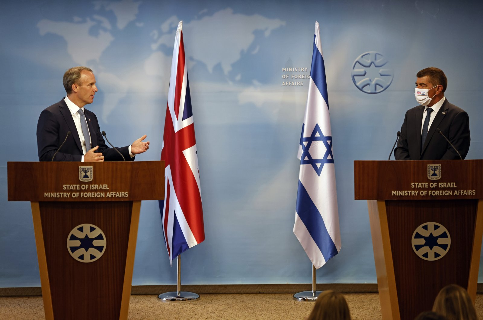 Israel's Foreign Minister Gabi Ashkenazi (R) and British Foreign Secretary Dominic Raab (L) hold a joint news conference after their meeting in Jerusalem, Israel, Aug. 25, 2020. (EPA Photo)