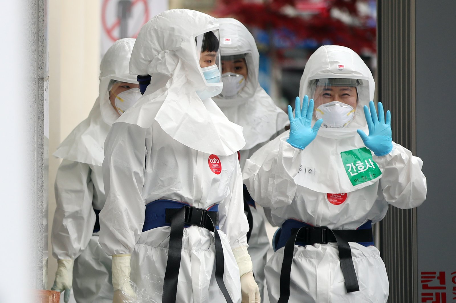 Medical workers prepare to start their shift caring for patients with the coronavirus at Dongsan Hospital in the southeastern city of Daegu, South Korea, April 19, 2020. (Reuters Photo)