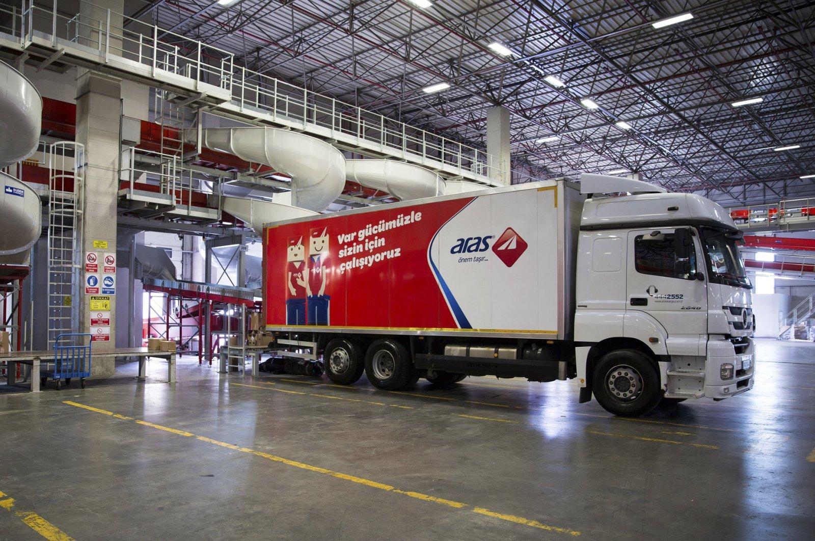 An Aras Kargo truck is seen at the company's Ikiteli Transfer Center in Istanbul's Başakşehir district, Turkey, Nov. 24, 2017. (File Photo)