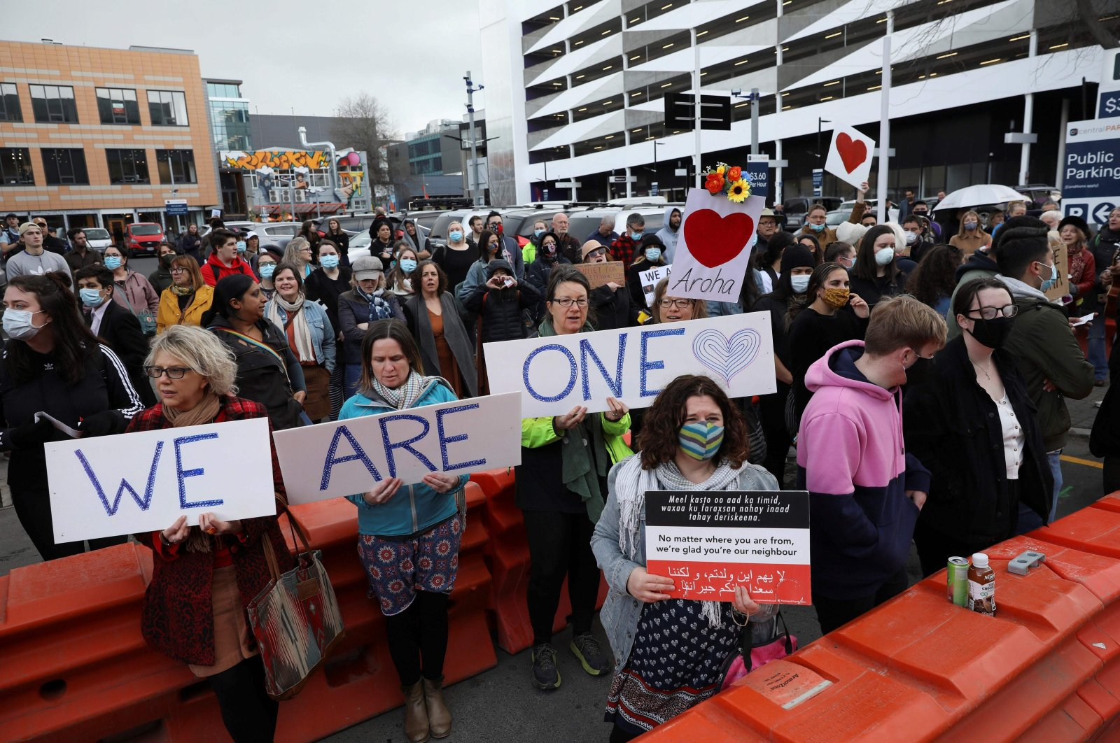 Members of the public gather in frontof the High Court to support relatives of victims killed in the 2019 twin mosque shootings during the last day of the sentencing hearing for Brenton Tarrant, the terrorist who massacred 51 people in the attacks, in Christchurch, New Zealand, Aug. 27, 2020. (AFP Photo)