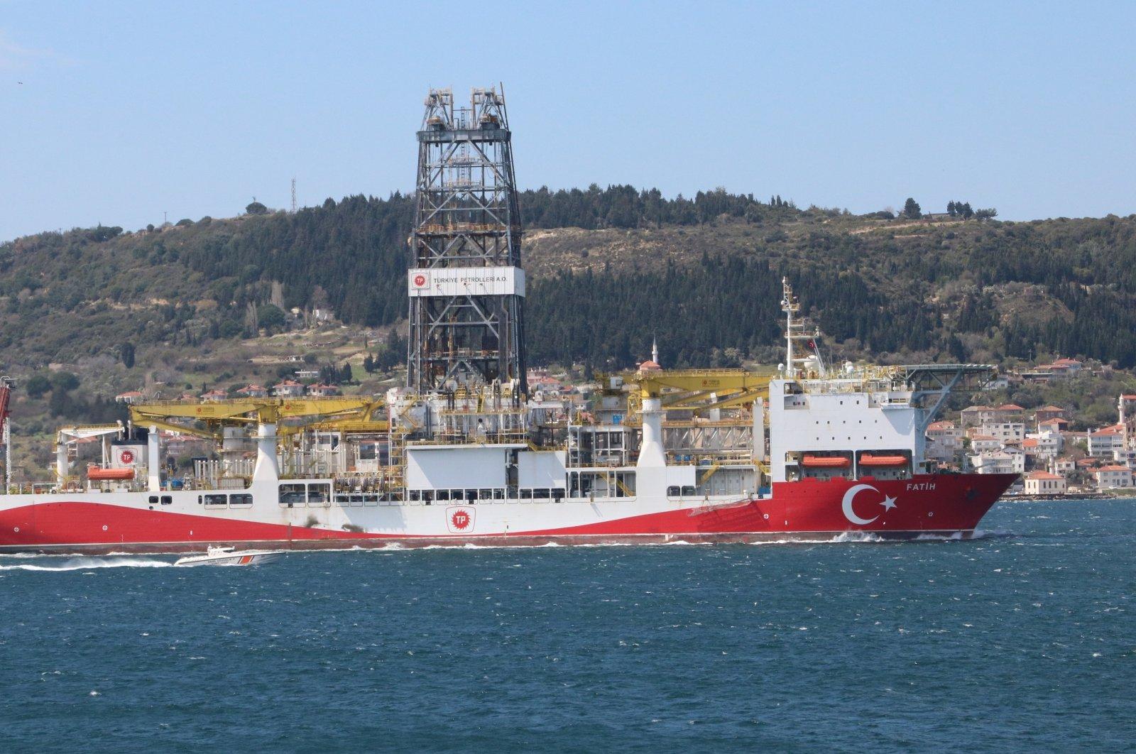 The Fatih drillship passes through the Dardanelles strait en route to the Black Sea, Çanakkale province, northwestern Turkey, April 8, 2020. (DHA Photo)