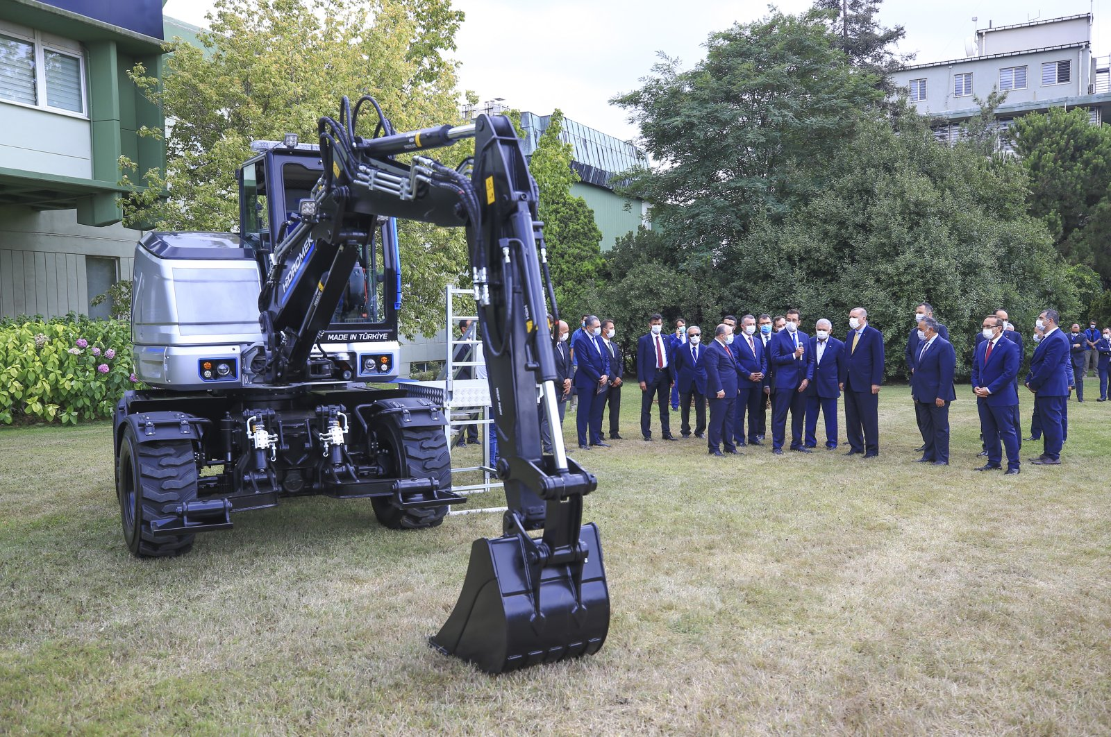 Hidromek's electric wheeled excavator was unveiled with the participation of President Recep Tayyip Erdoğan in Gebze, Kocaeli province, northwestern Turkey, Aug. 17, 2020. (AA Photo)
