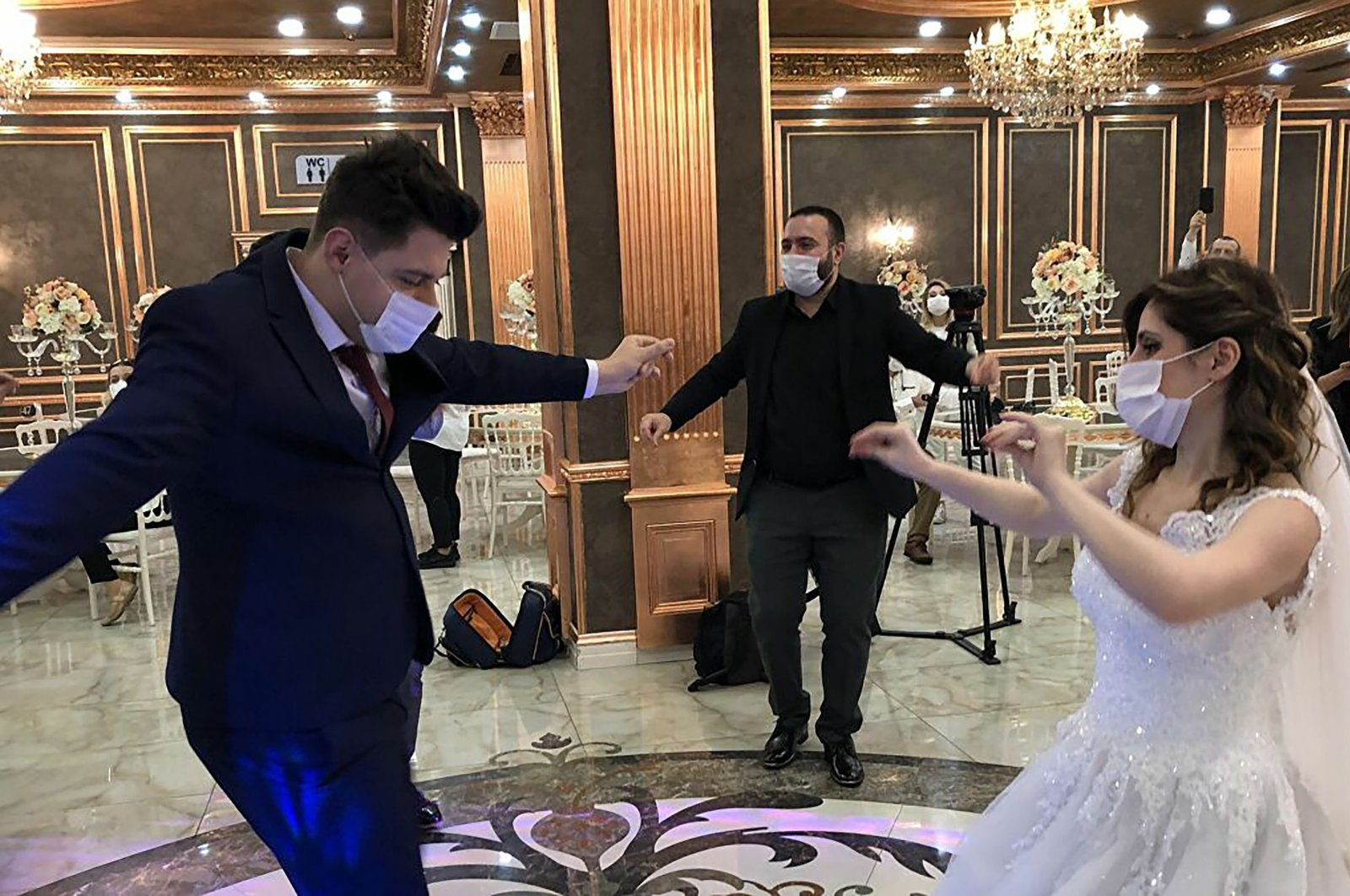 A newly-wed couple dances at their wedding ceremony in Turkey on June 25 2020. (Sabah Photo)