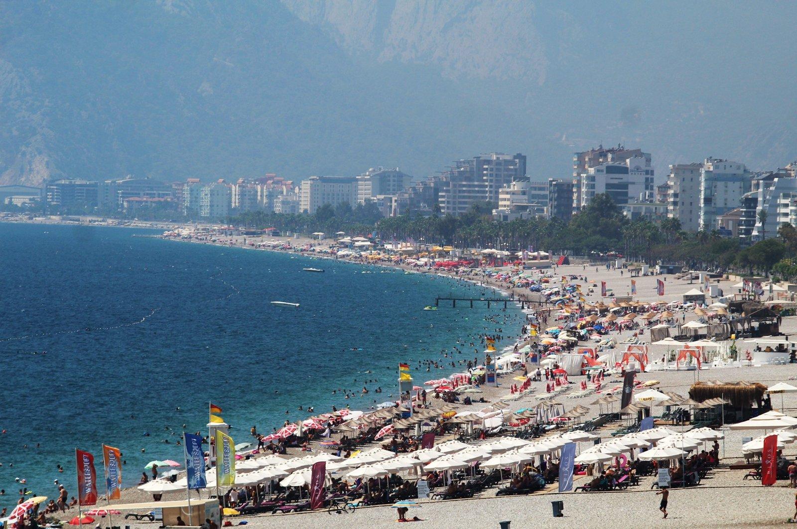 People in Antalya's Konyaaltı beach, Aug. 29, 2020. (IHA Photo)