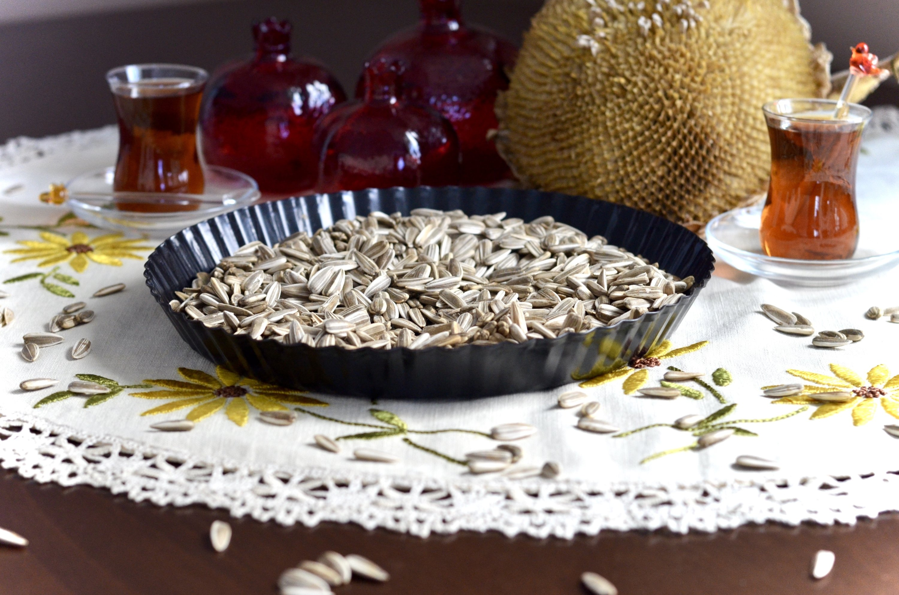 Dried sunflower seeds make for a great snack, and an accompanying glass of tea fights the saltiness. (Photo courtesy of Emre Yartaşı)