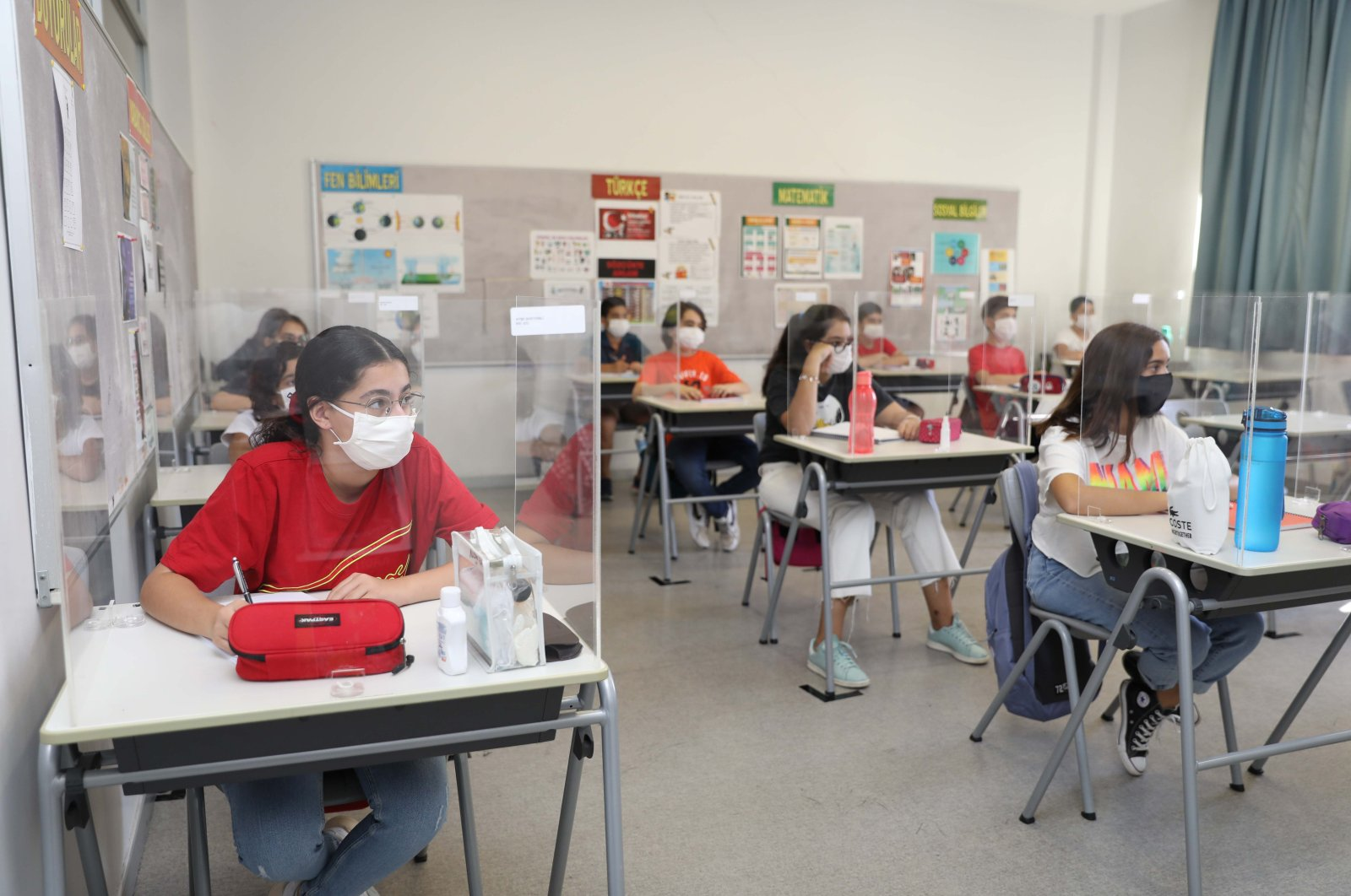 Students wearing protective masks attend a class in a private school, in Gaziantep, southern Turkey, Aug. 28, 2020. (İHA Photo)