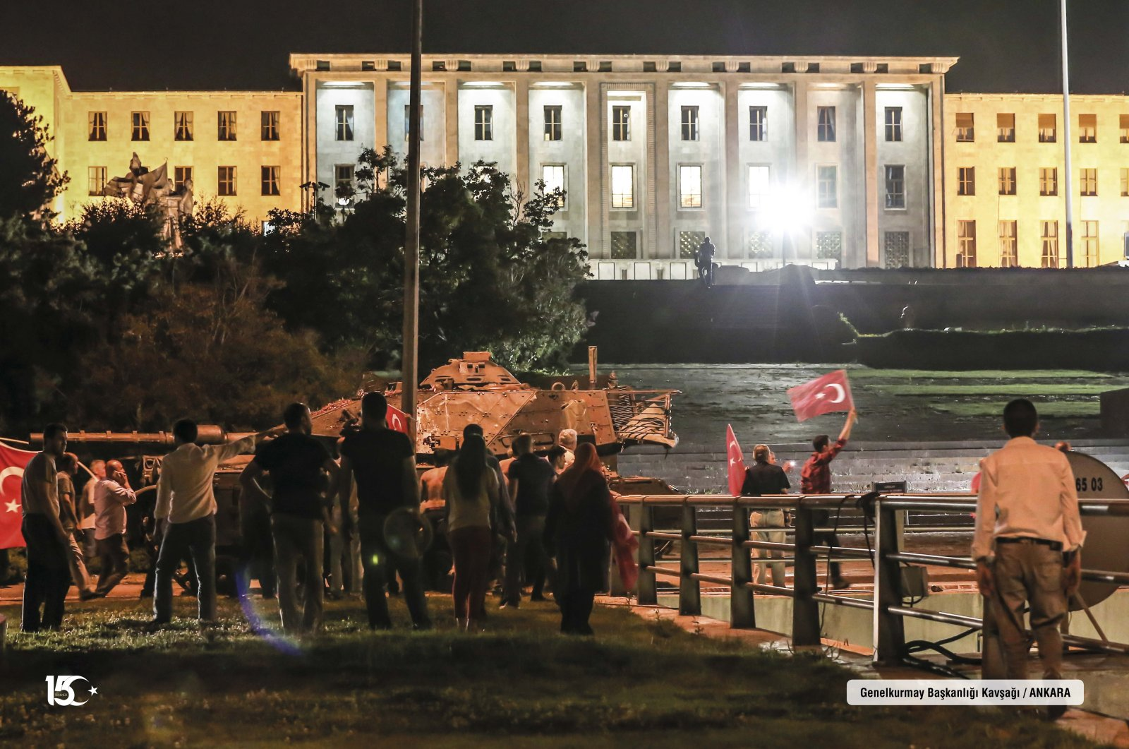 People walk toward the headquarters of the Turkish Armed Forces (TSK) as Gülenist coup plotters invade in the building during the night of the July 15 coup attempt, in the capital Ankara, Turkey, July 15, 2016. (AA Photo)