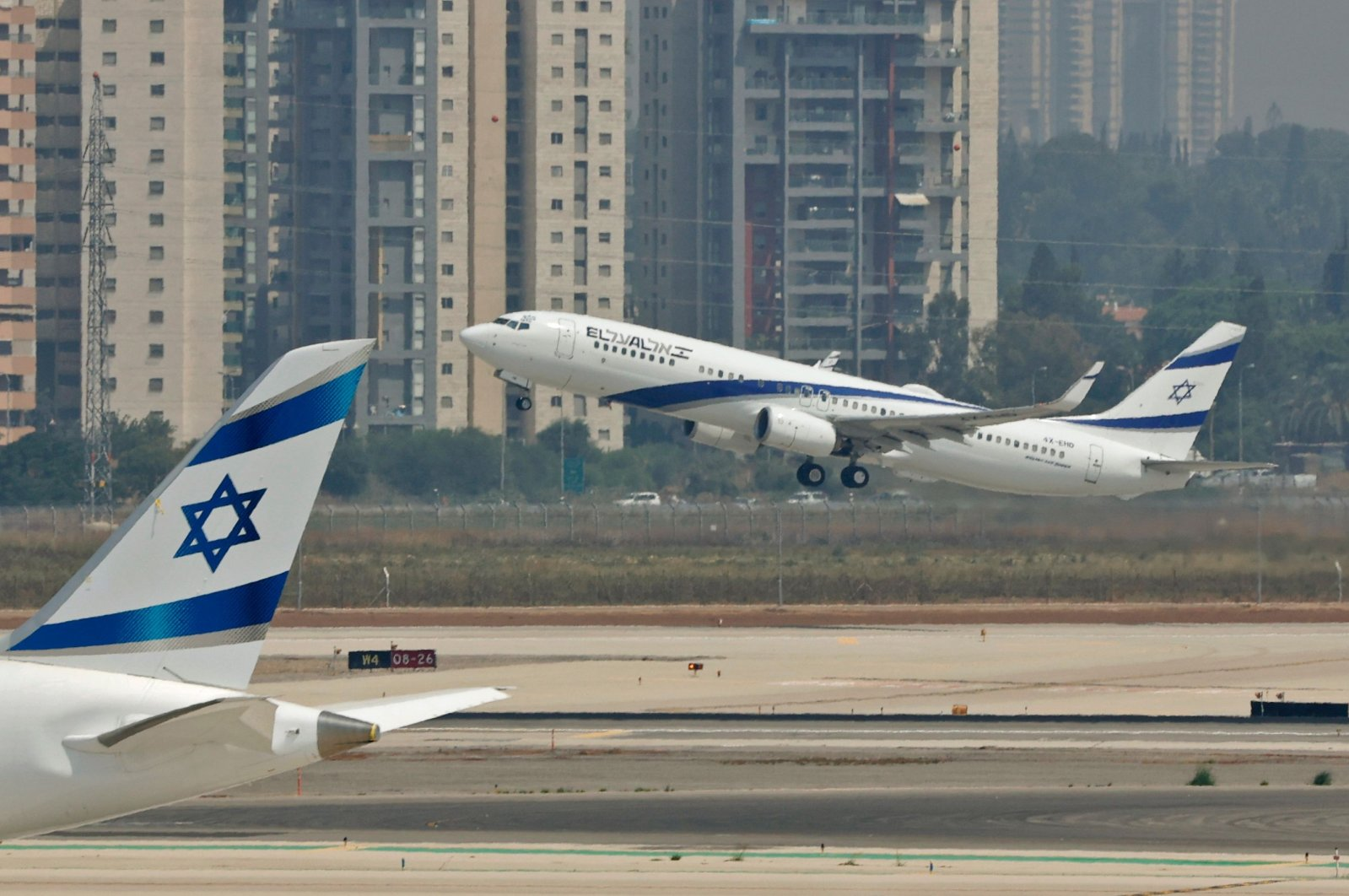 El Al's airliner, which is carrying a U.S.-Israeli delegation to the UAE following a normalization accord, takes off for the first-ever commercial flight from Israel to the UAE at the Ben Gurion Airport near Tel Aviv, Aug. 31, 2020. (AFP Photo)