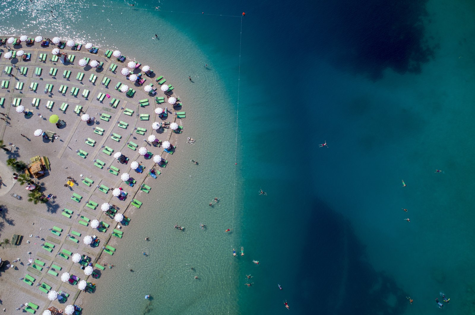 Turkey's famed Ölüdeniz Beach in Fethiye, southwestern Muğla province, has also adhered to social distancing rules with sunbed placement. (AA Photo)