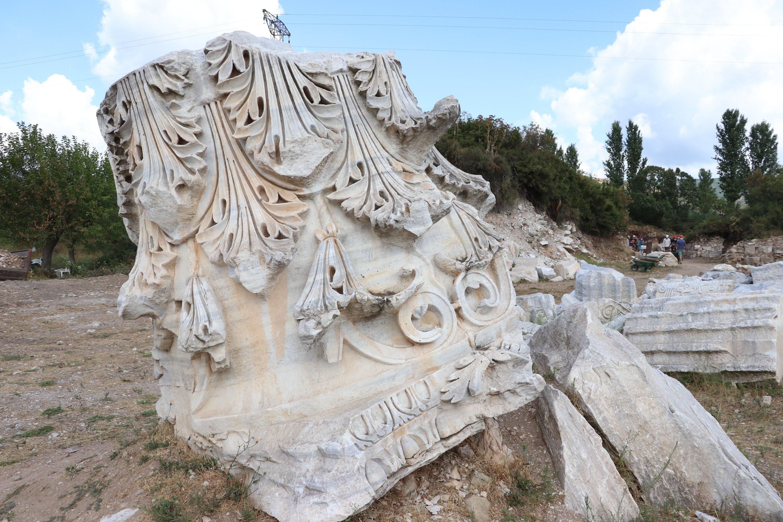 The head part of an outer column at the Hadrian Temple, Balıkesir province, western Turkey, Sept. 2, 2020. (AA PHOTO)