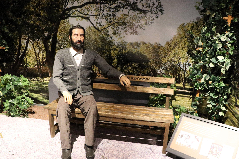 A wax sculpture of writer Cahit Zarifoğlu at the Seven Good Men Museum, in Kahramanmaraş, southern Turkey, Sept. 2, 2020. (AA Photo)