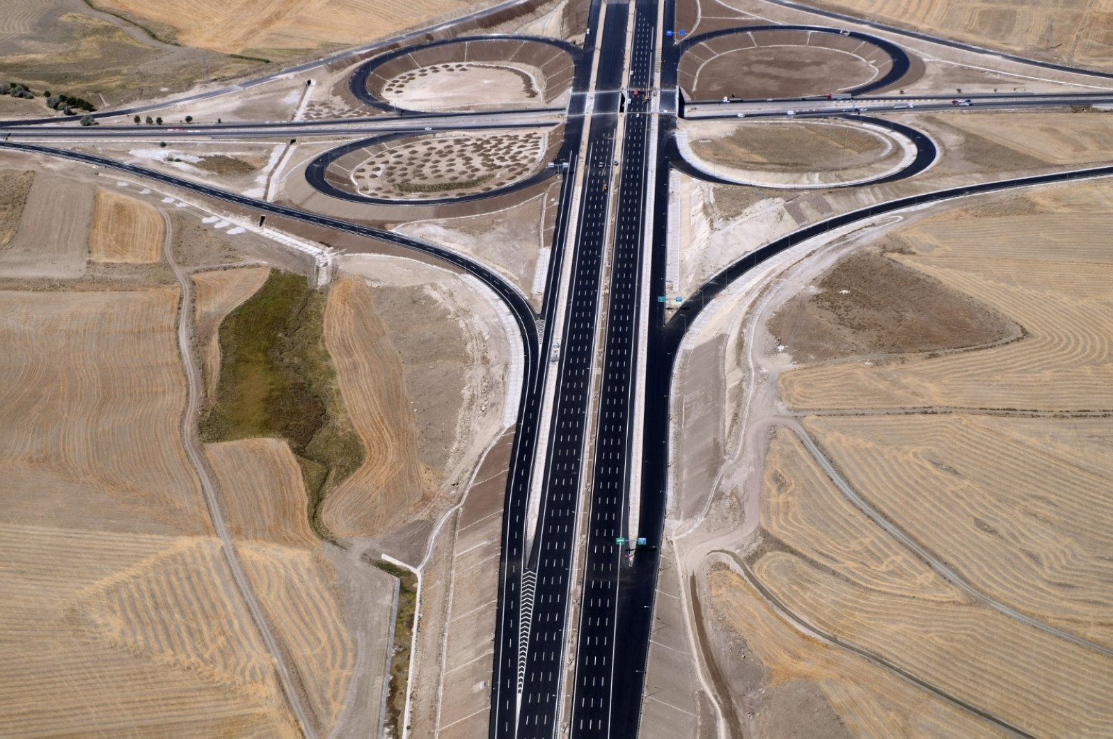"""The 330-kilometer """"smart"""" highway connecting the capital Ankara with central Niğde province will be inaugurated on Sept. 4 by President Recep Tayyip Erdoğan. (DHA Photo)"""