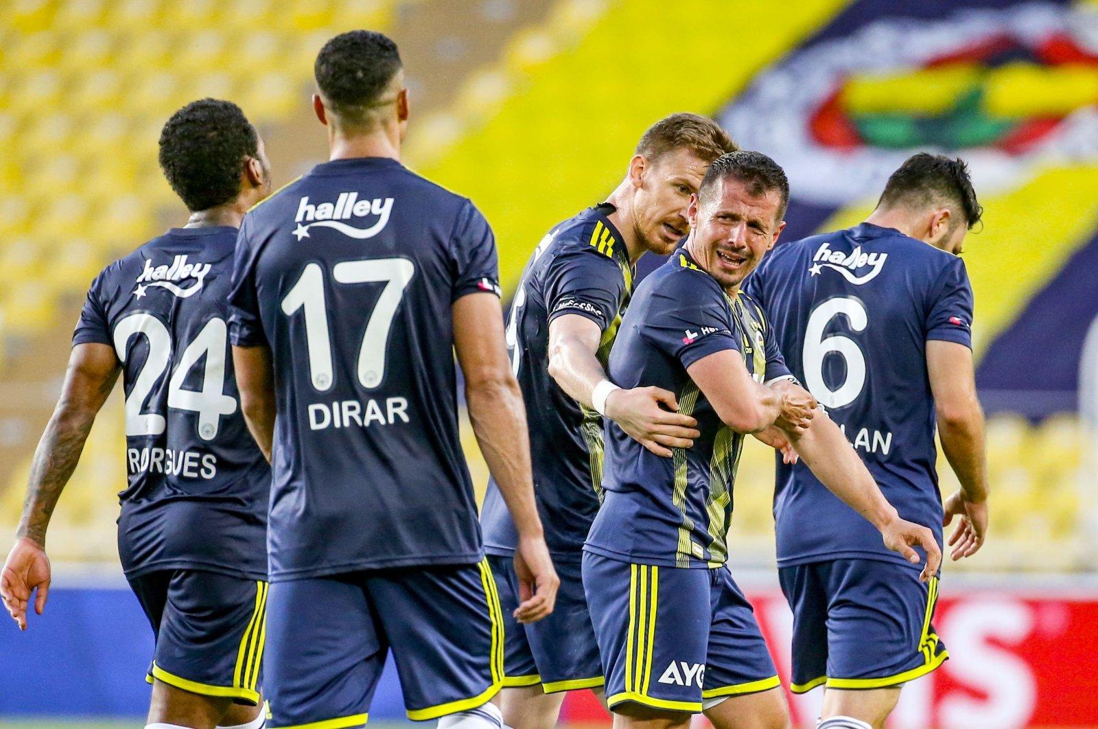 Fenerbahçe's Emre Belözoğlu (2nd R) reacts after a Süper Lig match against Malatayaspor in Istanbul, Turkey, June 27, 2020. (AA Photo)