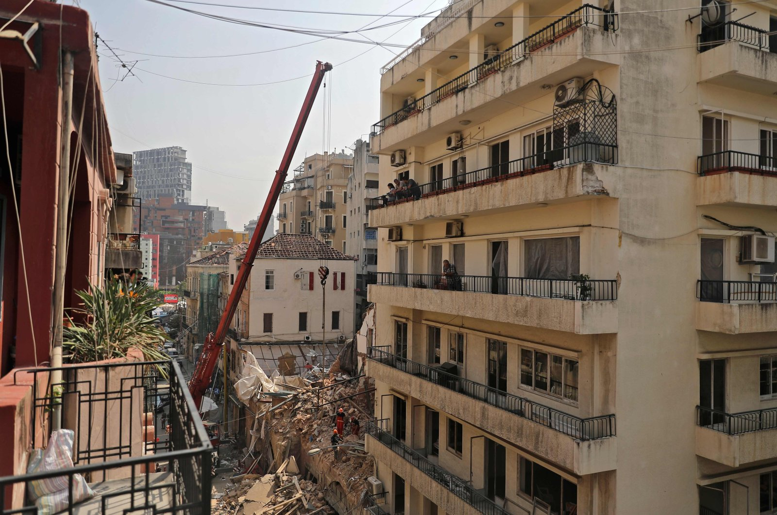 Rescue workers dig through the rubble of a badly damaged building, Beirut, Sept. 4, 2020. (AFP Photo)