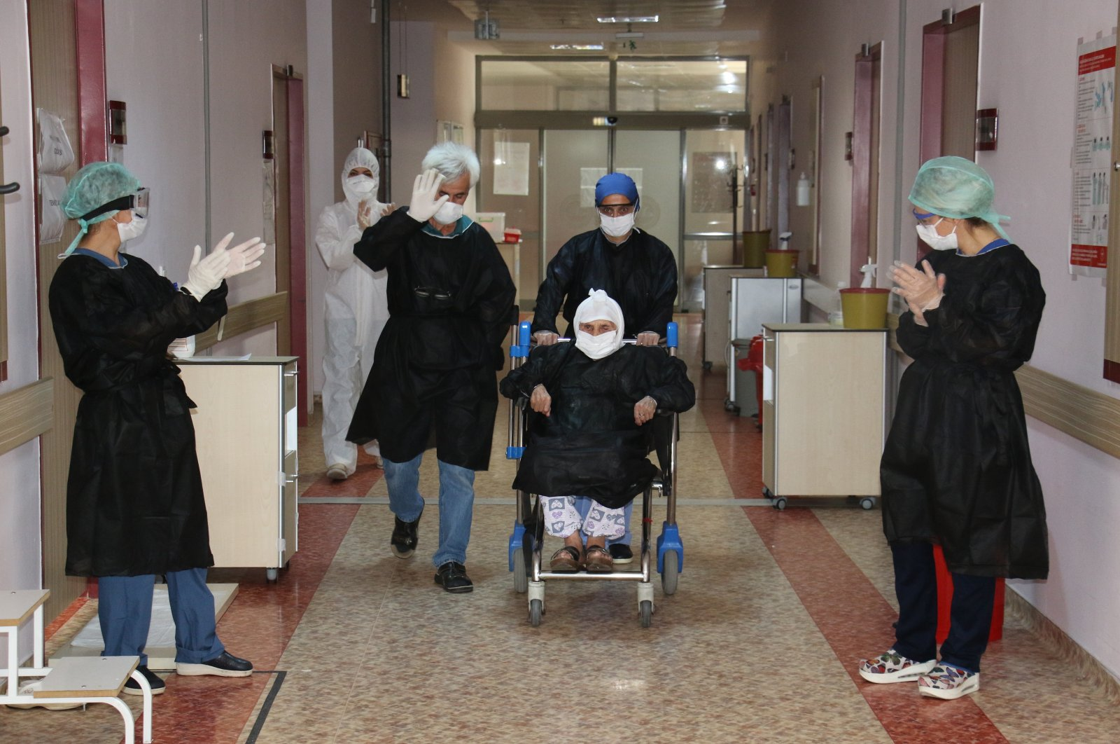 Arife Nalbant, a 104-year-old woman, leaves a hospital after recovering from COVID-19, in the capital Ankara, Turkey, Sept. 4, 2020. (İHA Photo)