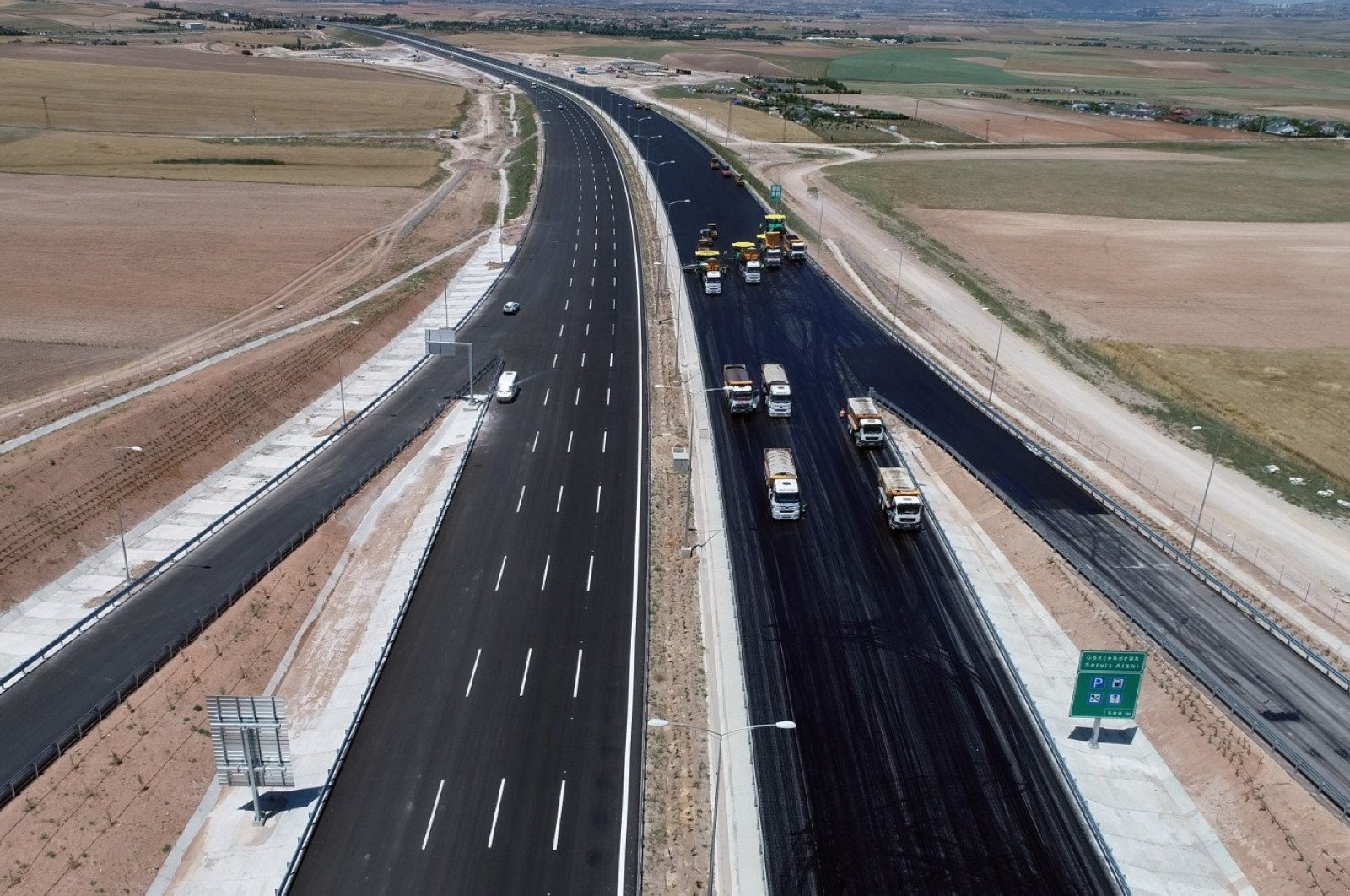 Trucks are seen on the highway that connects the capital Ankara and the central province of Niğde, Turkey, Sept. 4, 2020. (DHA Photo)