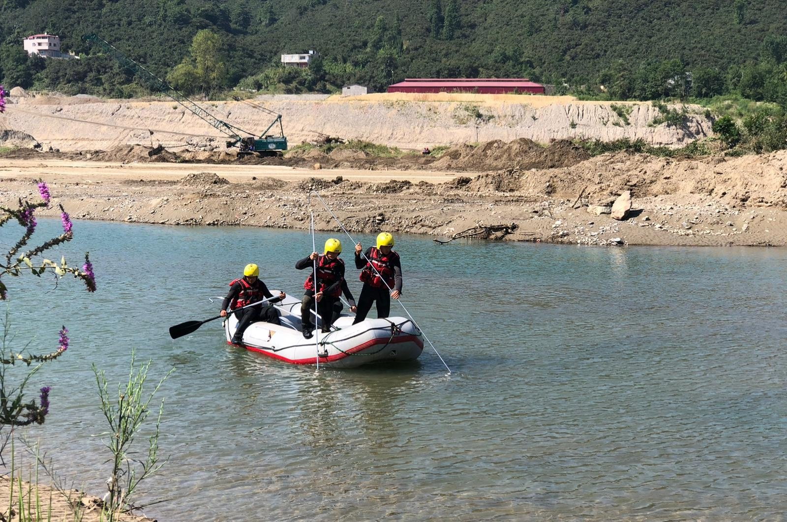 Search and rescue crews look for flood victims in Giresun, northern Turkey, Sept. 3, 2020. (DHA Photo)