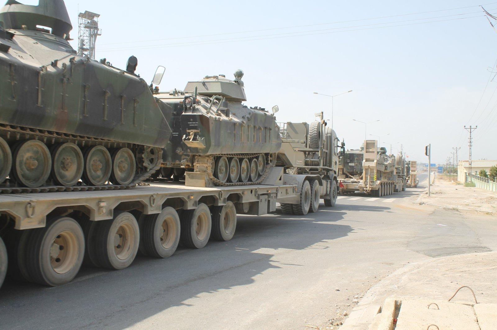 Tank-loaded truck left from Hatay's Reyhanlı district for deployment to Greek border, September 5, 2020. (İHA Photo)
