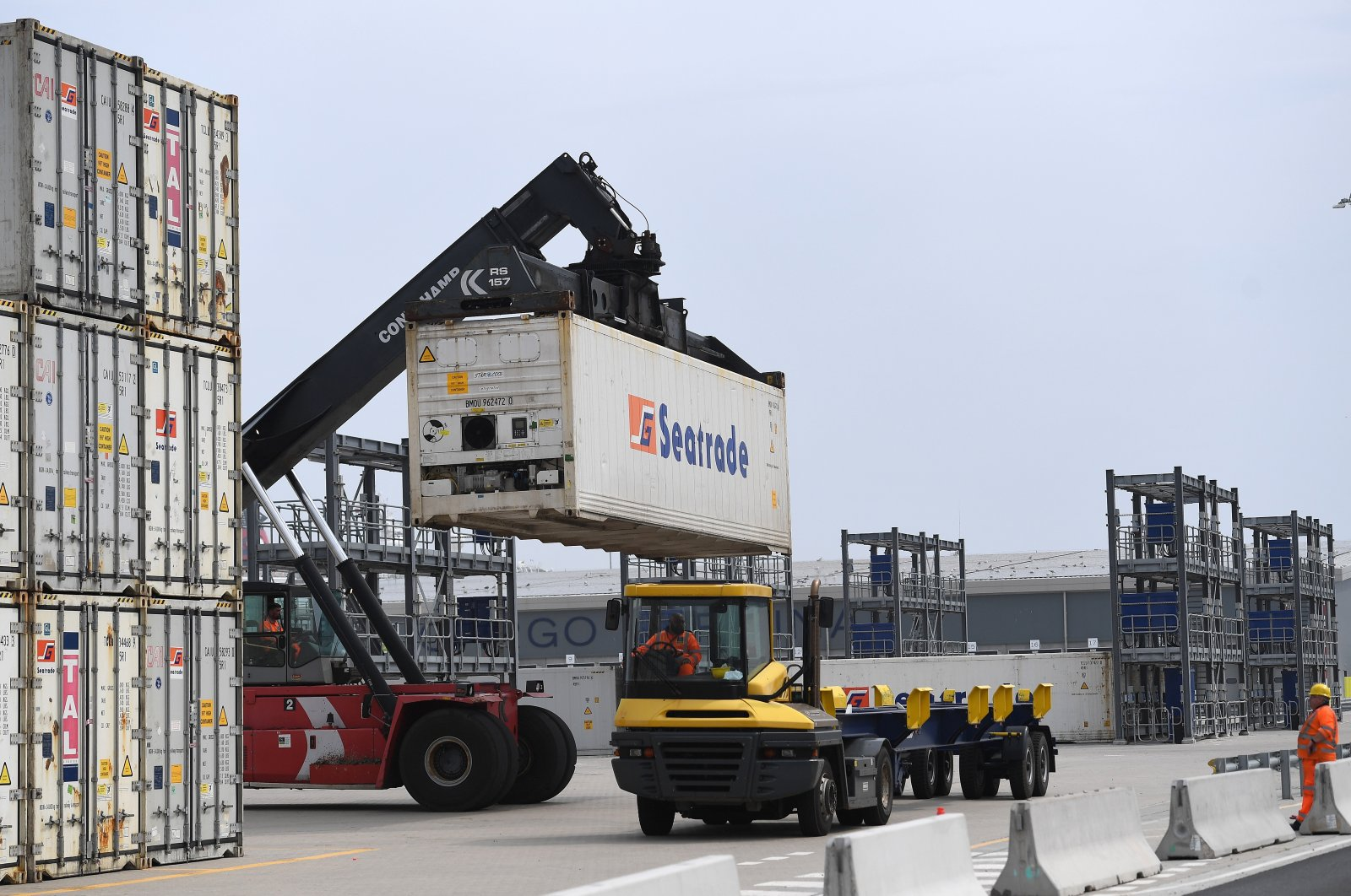 Containers being loaded onto trucks at Dover Port in Dover, Britain, Aug. 16, 2020. (EPA Photo)