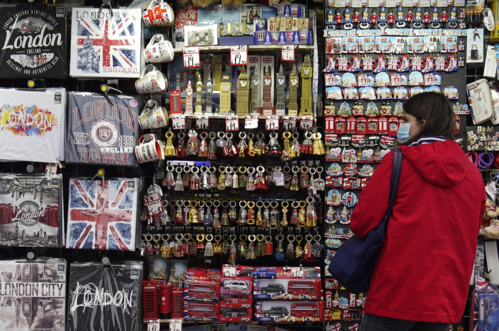 A tourist looks at souvenirs on sale in Central London, Britain, 27 August 2020. It has been reported that the UK tourism industry could lose 22 billion pounds following a drop in visitors after the COVID-19 pandemic. (EPA-EFE Photo)