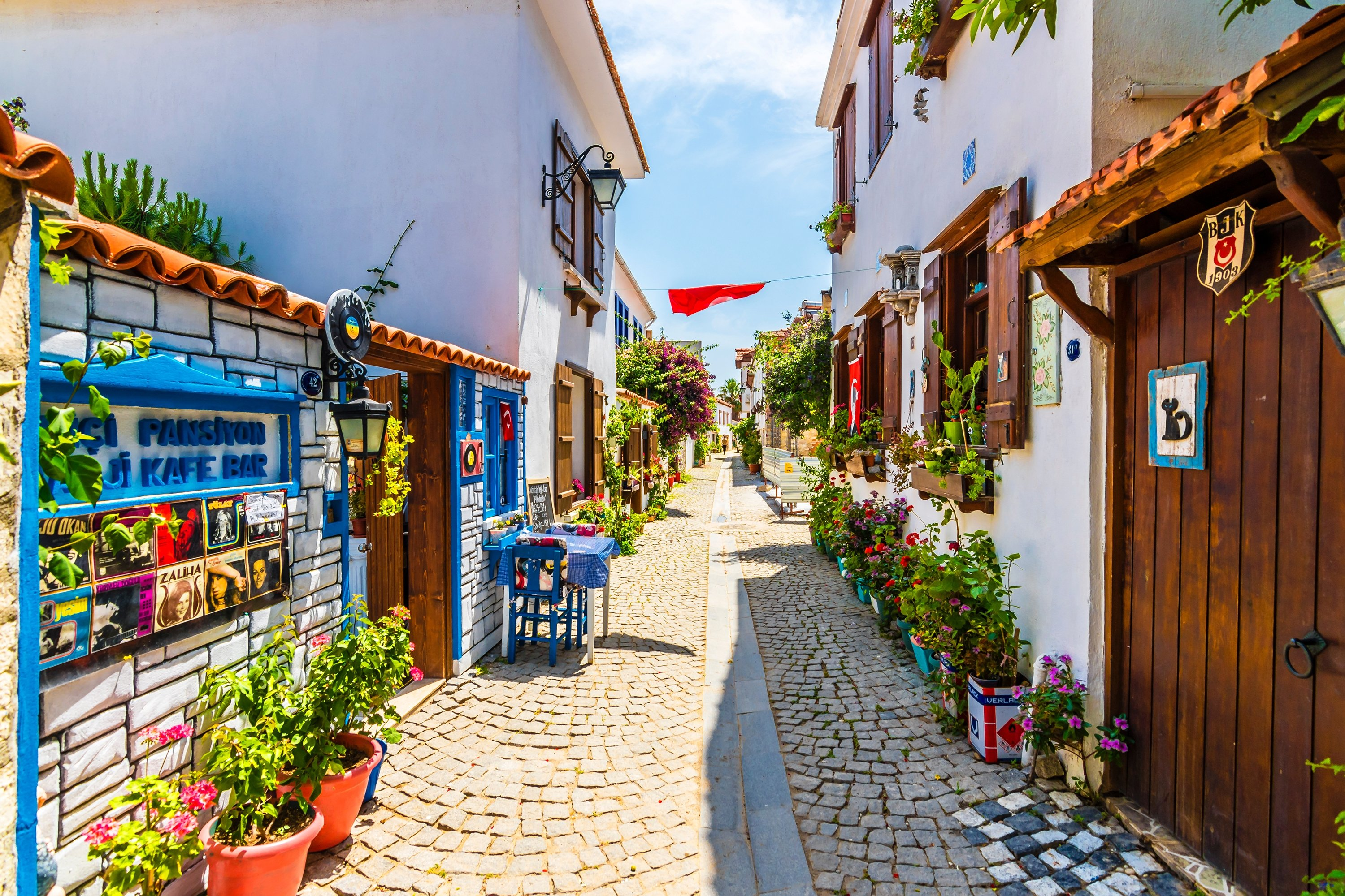 Photo shows a view of the picturesque streets of Sığacık, a seaside neighborhood of Izmir's Seferihisar district, May 21, 2018.(Shutterstock Photo)