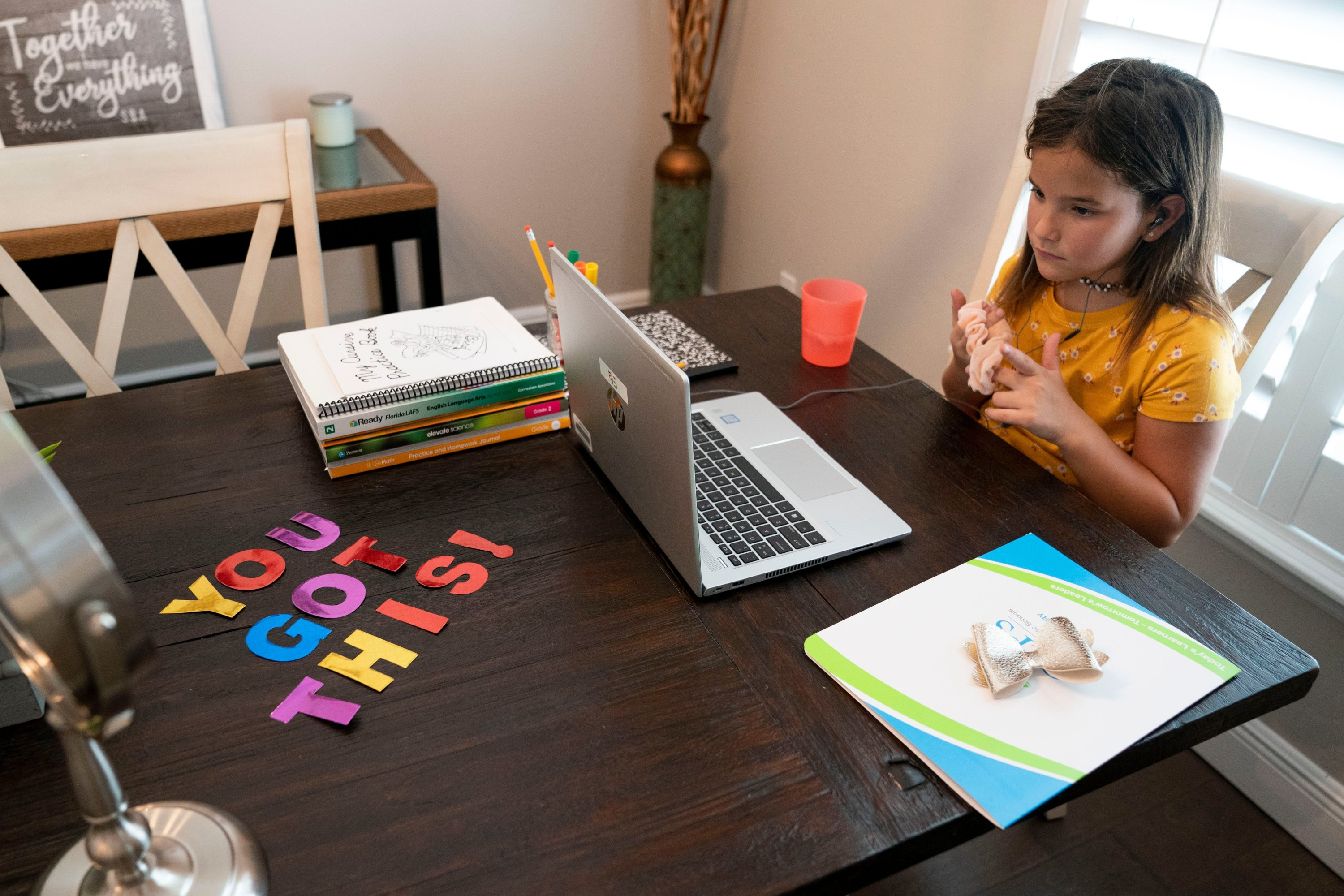 A positive note lays out on the table as Laurel Oak Elementary second-grader Ela Balan attends her first day of school virtually at her home in Naples, Florida, U.S., Aug. 31, 2020. (REUTERS Photo)