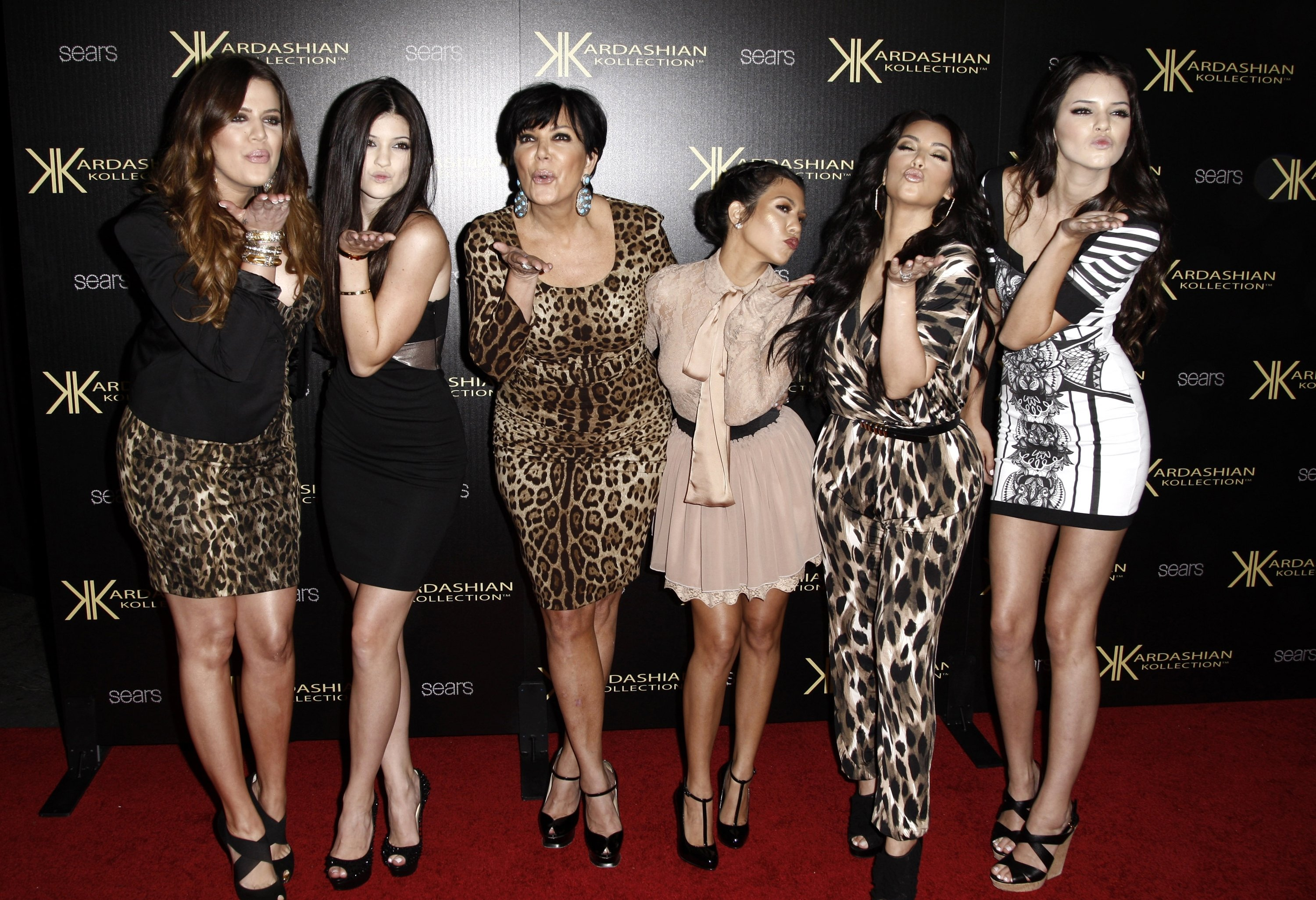 From left: Khloe Kardashian, Kylie Jenner, Kris Jenner, Kourtney Kardashian, Kim Kardashian and Kendall Jenner arrive at the Kardashian Kollection launch party in Los Angeles, Aug. 17, 2011. (AP PHOTO)