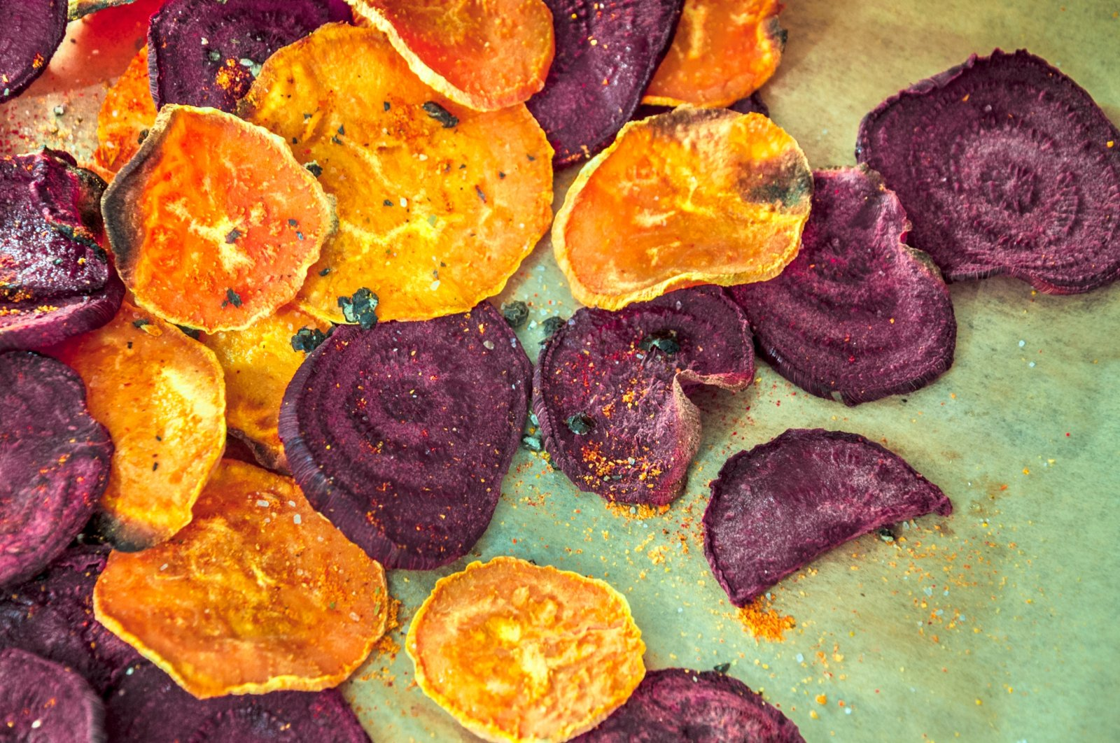 Though oven-baked vegetable chips may use less oil, the level of salt in packaged snacks is alarming. (iStock Photo)