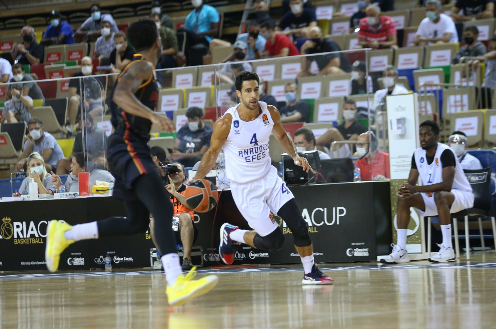 Doğuş Balbay of Anadolu Efes dribbles the ball during a match in Gloria Cup tournament, in Antalya, southern Turkey, Sept. 8, 2020. (AA Photo)