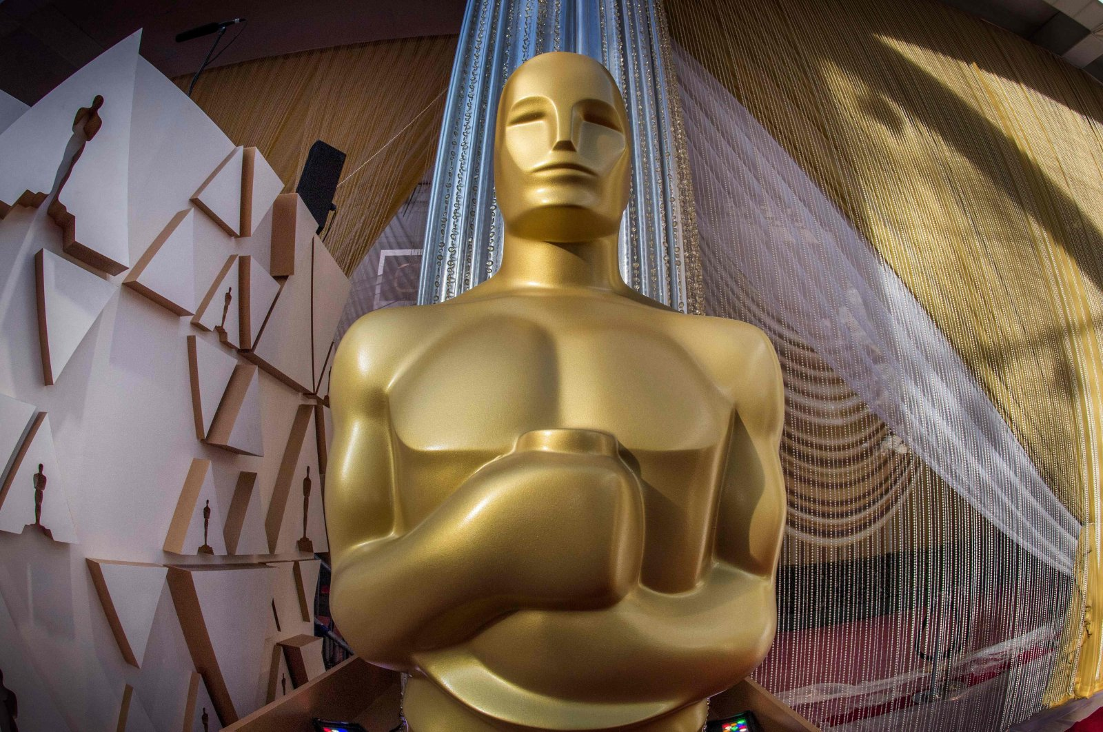 The Oscars statue stands on the eve of the 92nd Oscars ceremony at the Dolby Theatre in Hollywood, California, Feb. 8, 2020. (AFP Photo)
