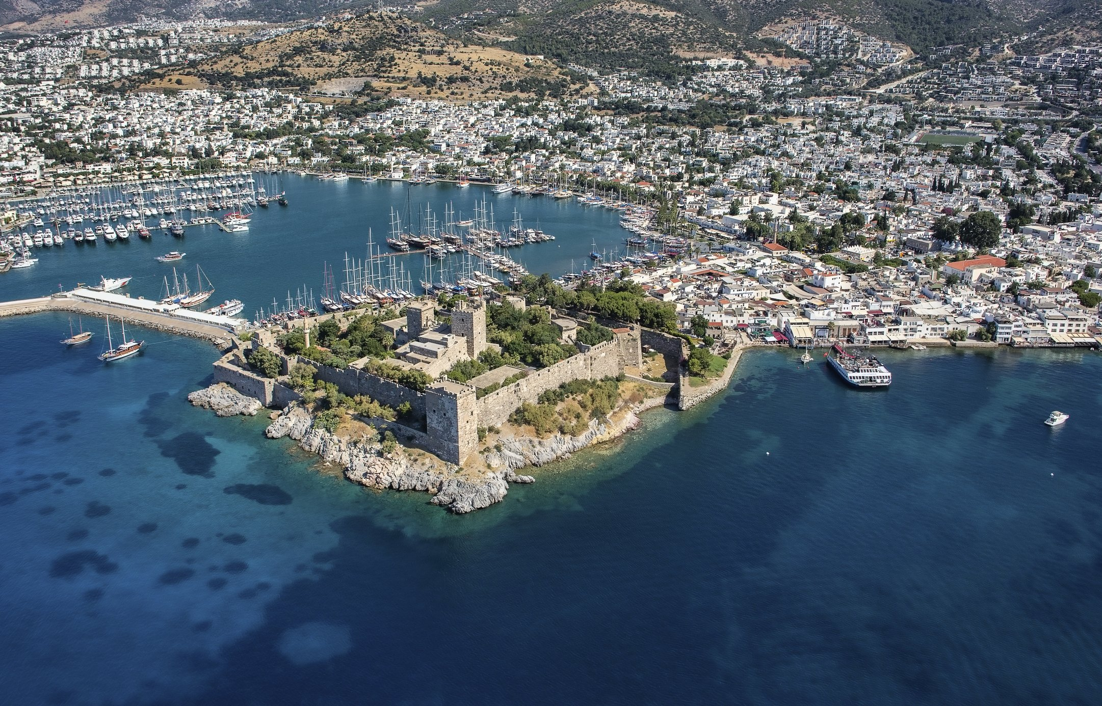 Photo shows a view to the Halicarnassus Castle and yachts in Bodrum, Turkey, July 15, 2015. (iStock Photo)
