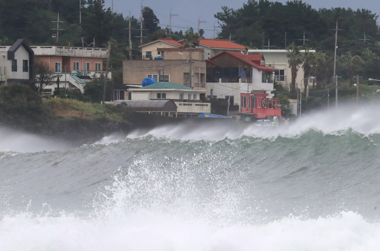 High waves pound the coast of the city of Seogwipo, Jeju Island, South Korea as Typhoon Haishen approaches the Korean Peninsula, Sept. 6 2020.  (EPA Photo)