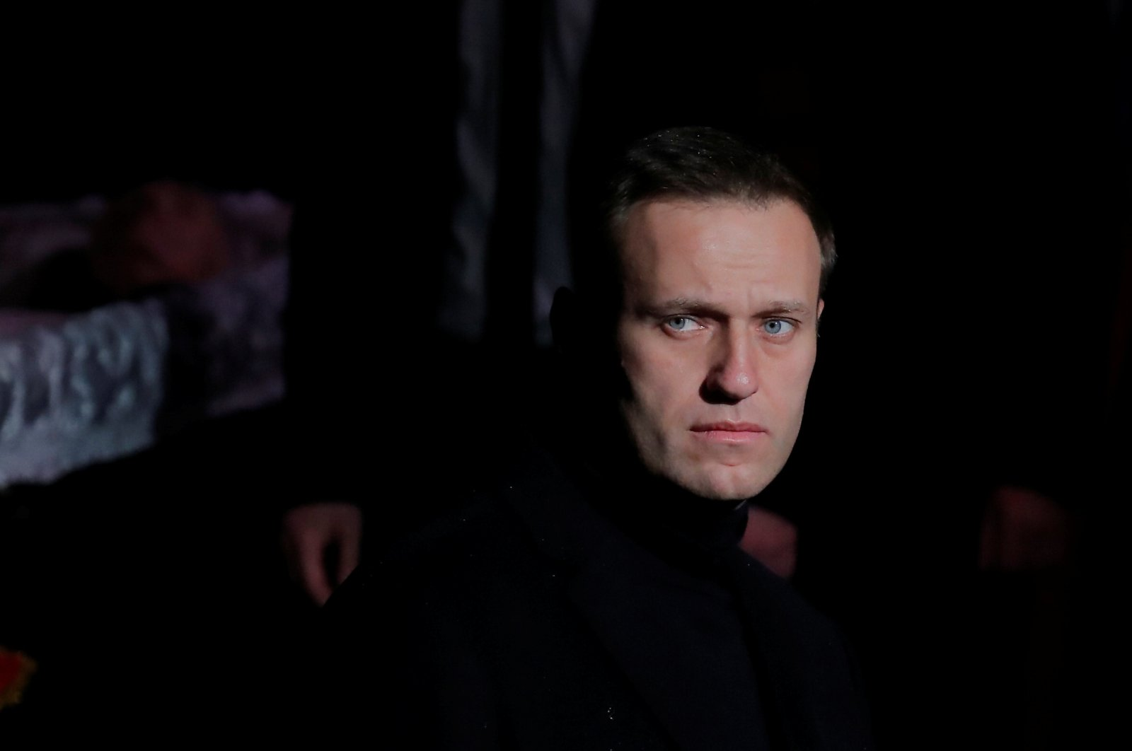 Russian opposition leader Alexei Navalny pays respect to founder of Russia's oldest human rights group and Sakharov Prize winner Lyudmila Alexeyeva in Moscow, Russia, Dec. 11, 2018. (Reuters Photo)
