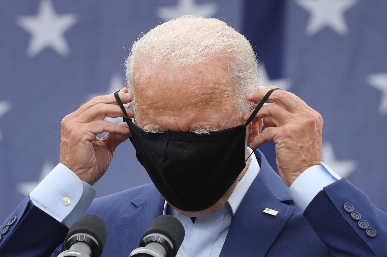 Democratic presidential nominee and former Vice President Joe Biden replaces the mask he wears to reduce the risk posed by the coronavirus after addressing union members outside the United Auto Workers Region 1 offices in Warren, Michigan, U.S., Sept. 9, 2020. (AFP Photo)