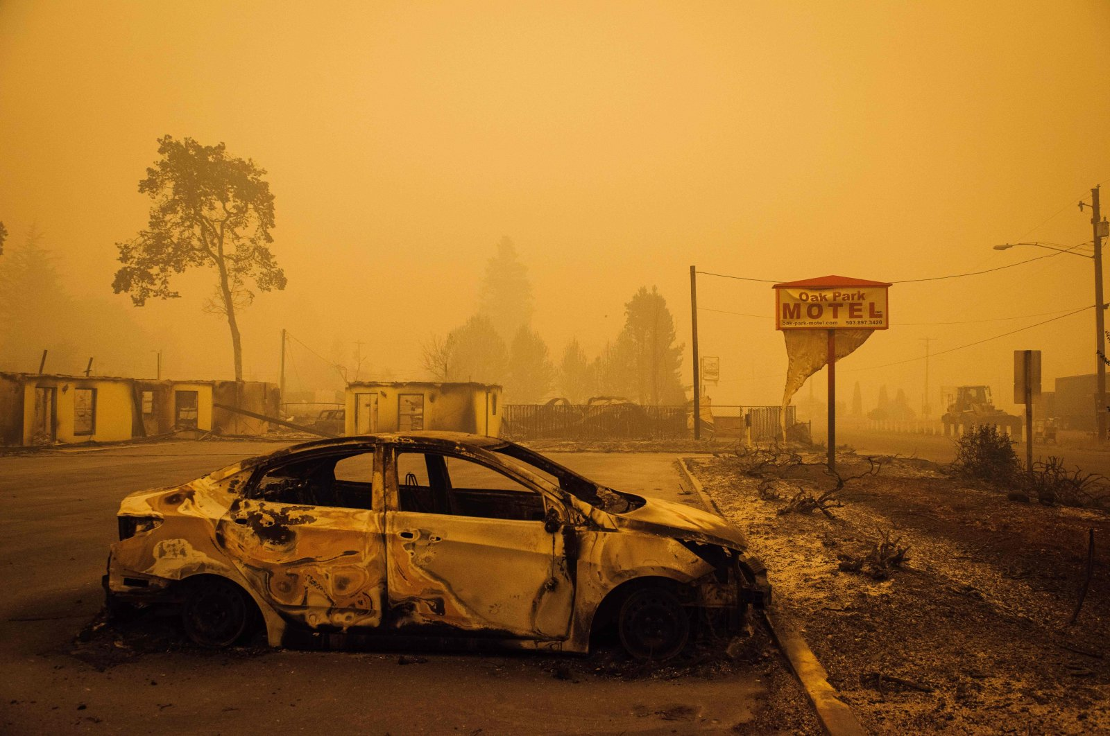 A charred vehicle is seen in the parking lot of the burned Oak Park Motel after the passage of the Santiam Fire in Gates, Oregon, U.S., Sept. 10, 2020. (AFP Photo)