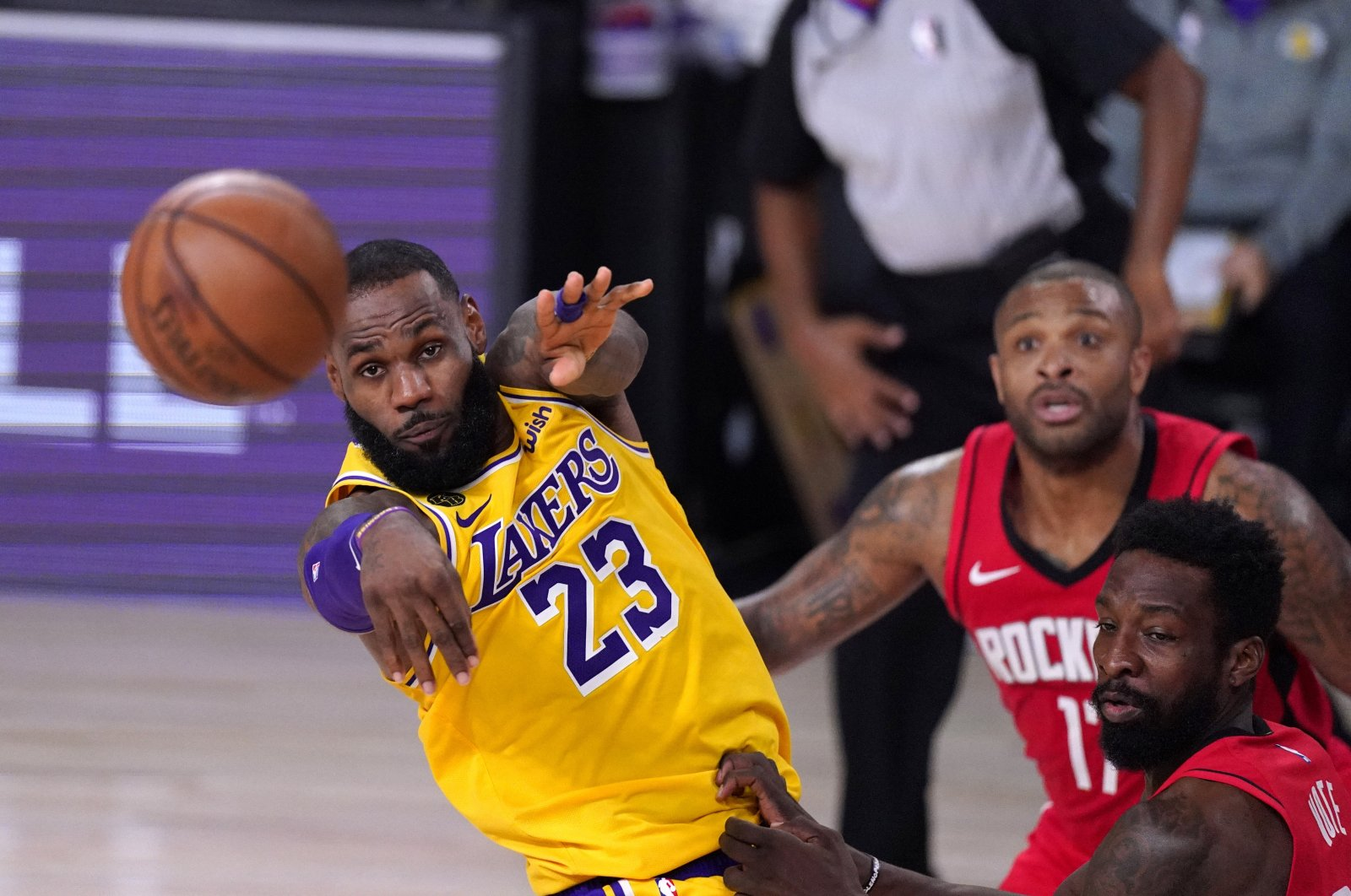 Los Angeles Lakers' LeBron James (L) passes the ball during an NBA match against the Houston Rockets in Lake Buena Vista, Florida, U.S., Sept. 10, 2020. (AP Photo)