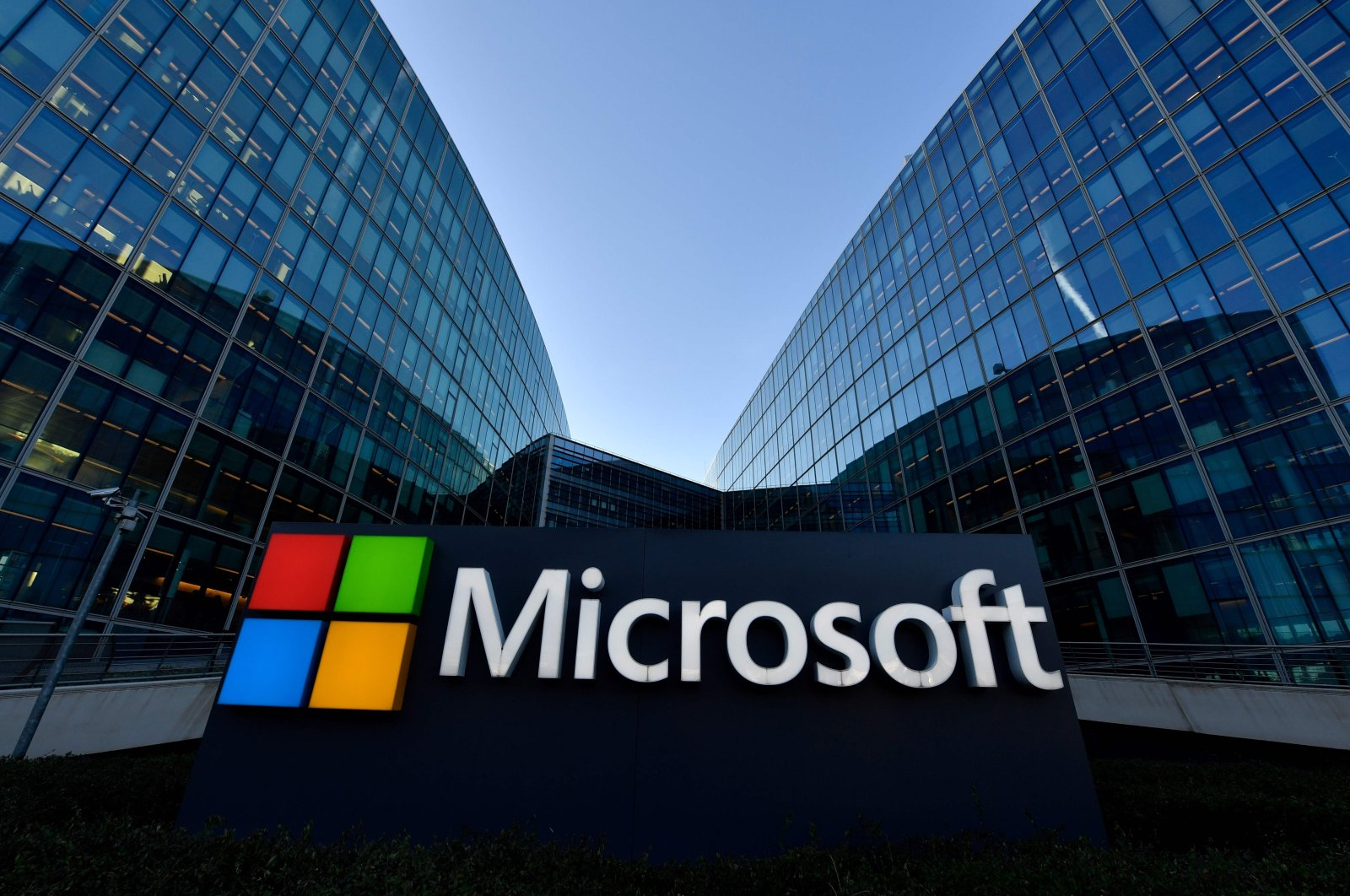 The Microsoft logo is seen at the French headquarters of the U.S. multinational technology company in Issy-Les-Moulineaux, a Paris suburb, France, March 6, 2018. (AFP Photo)