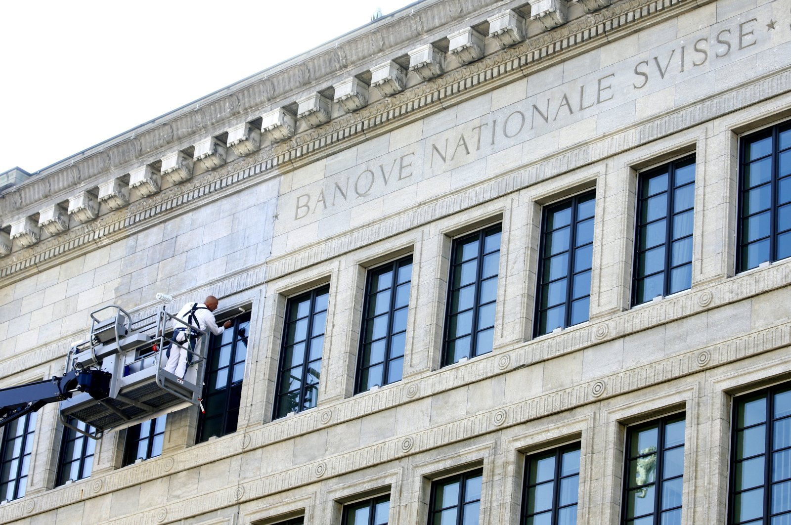 A worker paints the facade of the Swiss National Bank's (SNB) building in Zurich, Switzerland, Sept. 9, 2020. (Reuters Photo)