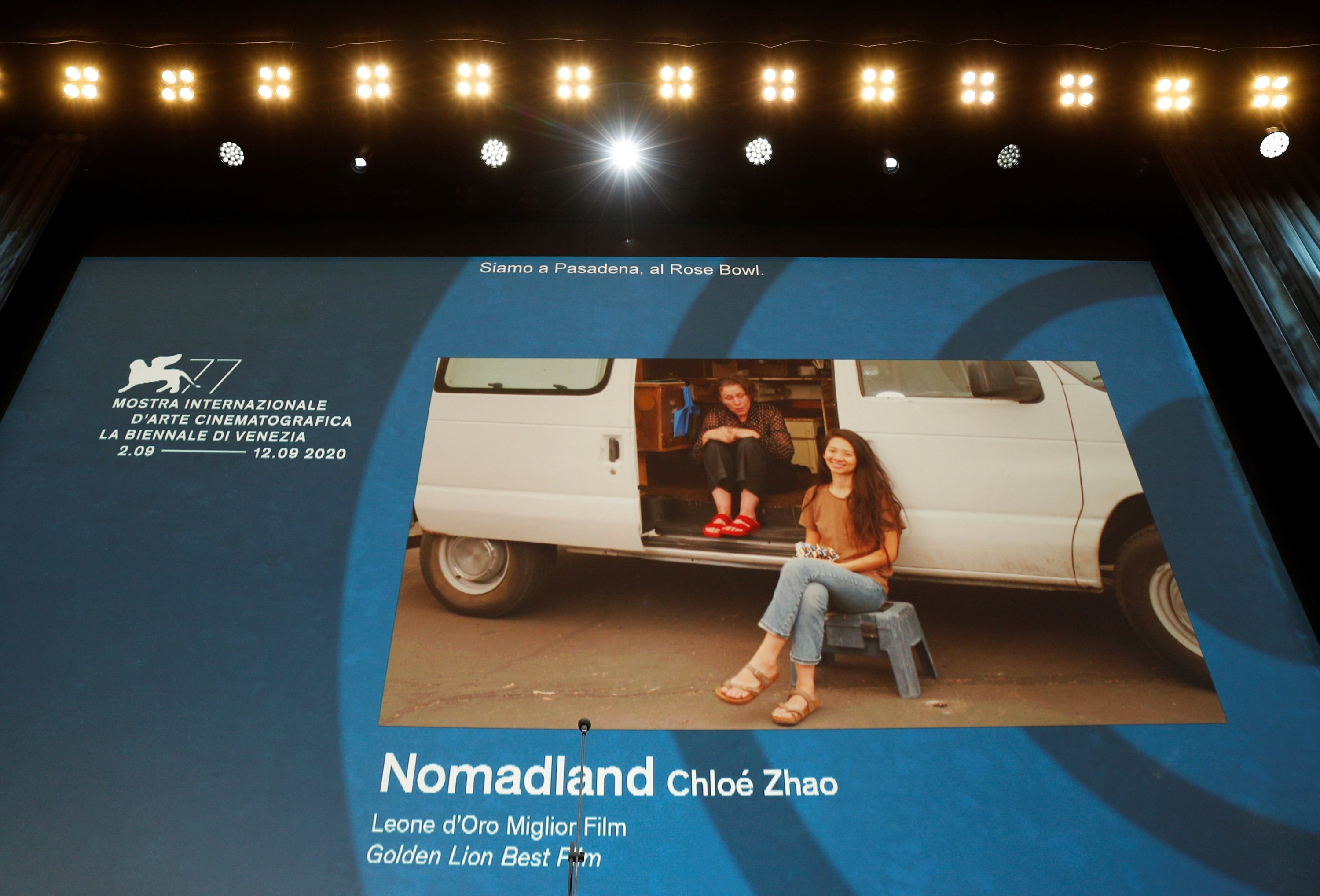 Chloe Zhao S Nomadland Wins Top Prize At Venice Film Festival Daily Sabah