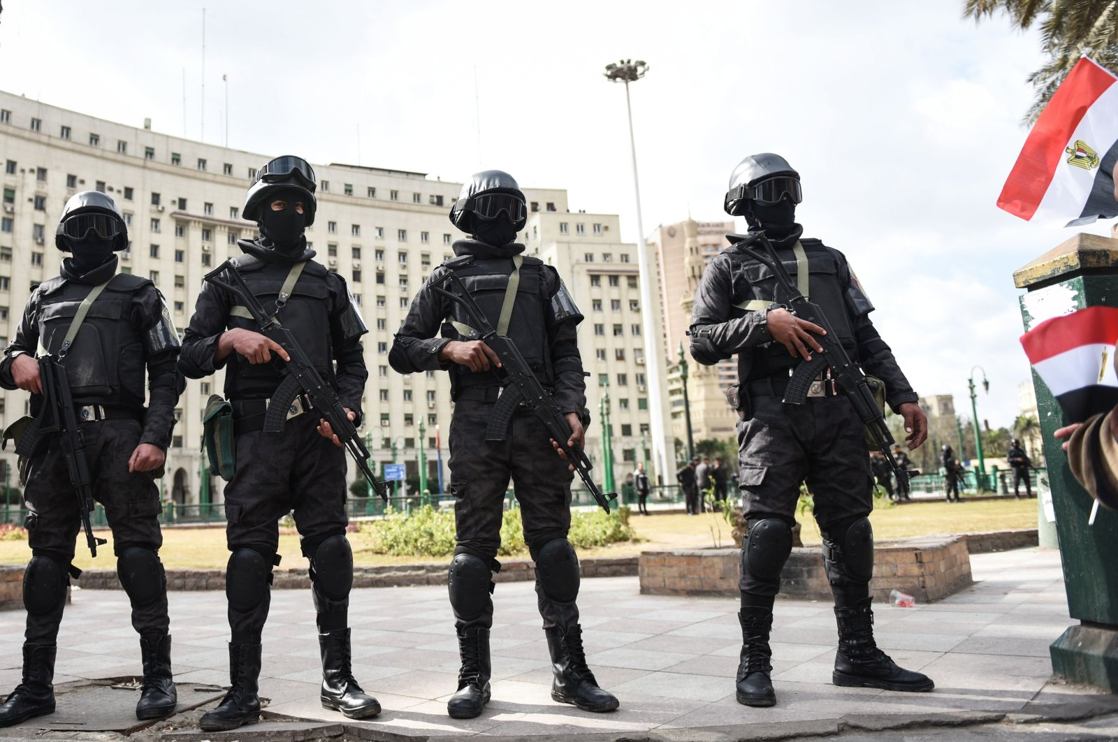Members of the Egyptian police special forces stand guard on Cairo's landmark Tahrir Square on Jan. 25, 2016. (AFP Photo)