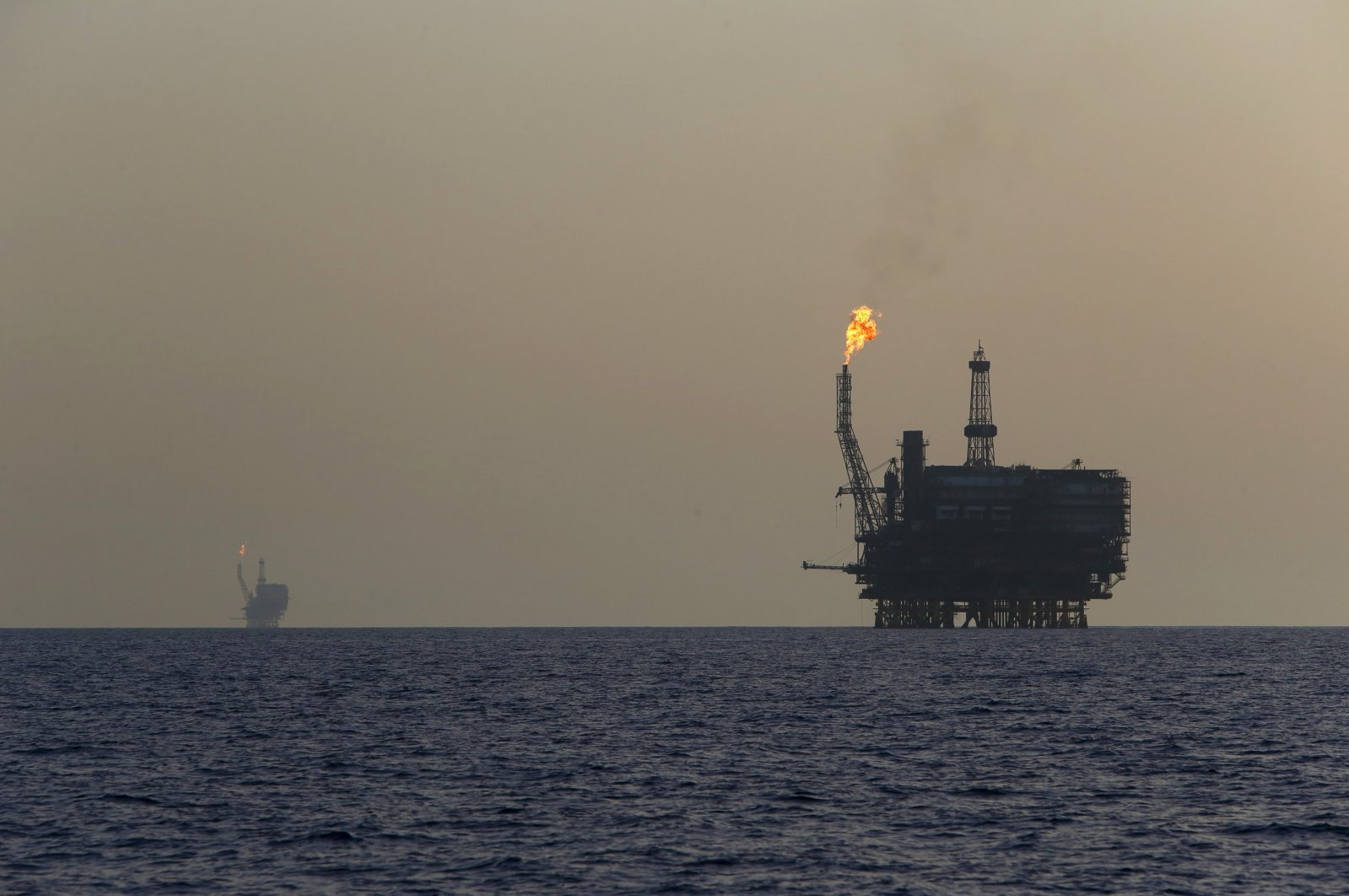 Offshore oil platforms are seen at the Bouri Oil Field off the coast of Libya, Aug. 3, 2015. (Reuters Photo)