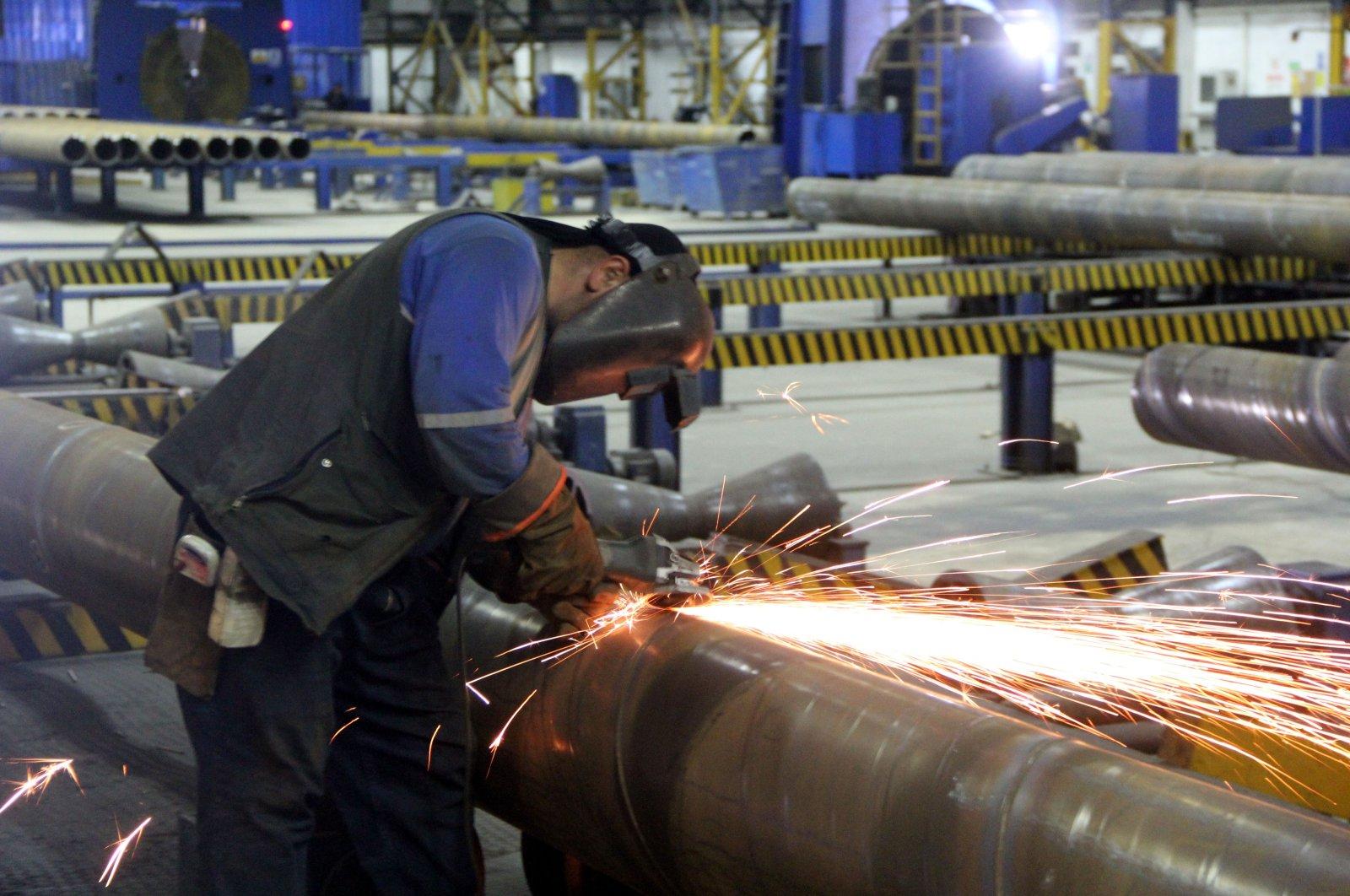 An employee works in a factory located in the Antakya Organized Industrial Zone (OIZ), southern Hatay, Turkey, Dec. 19, 2017. (AA Photo)