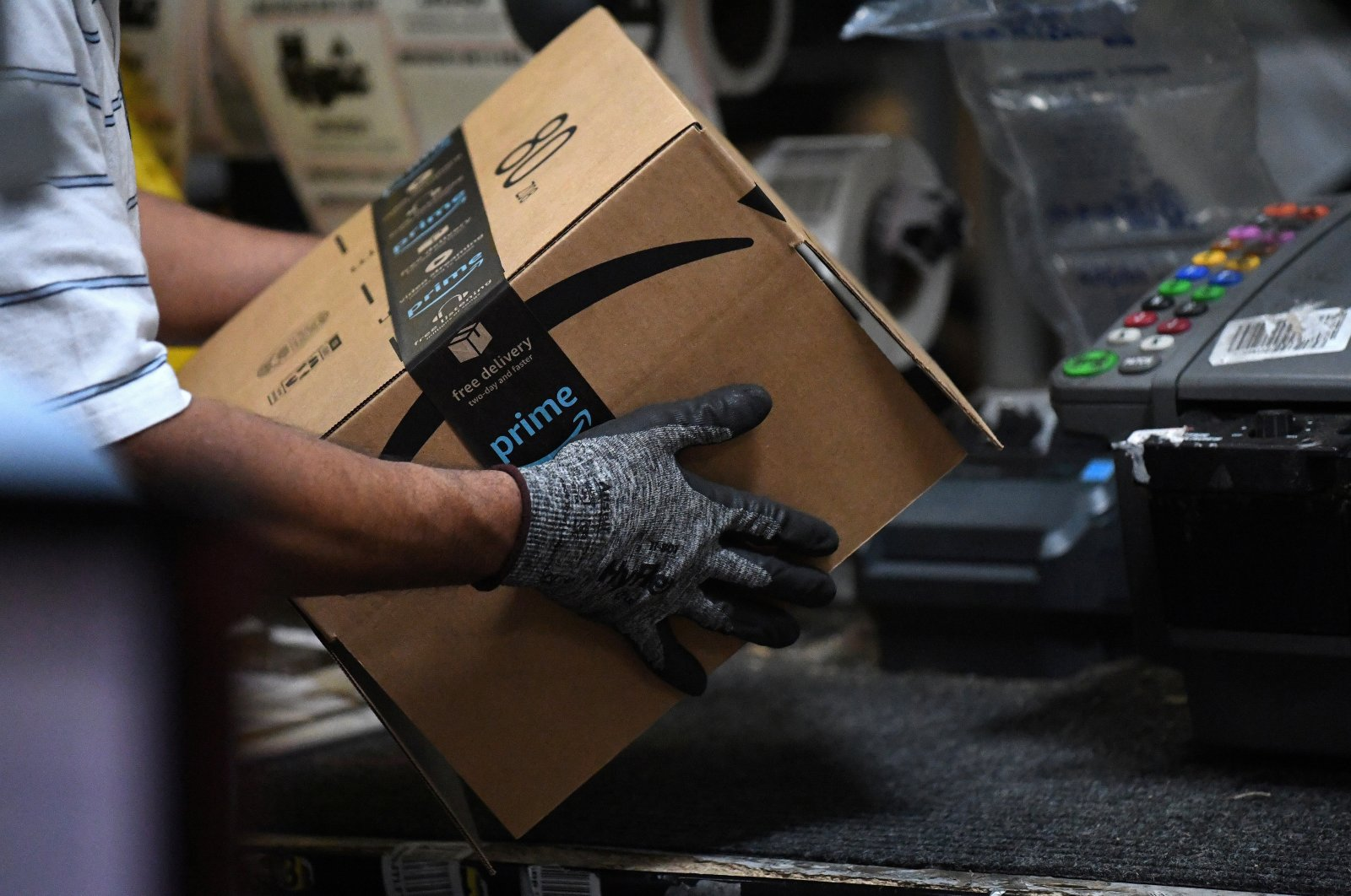 A worker assembles a box for delivery at the Amazon fulfillment center in Baltimore, Maryland, U.S., April 30, 2019. (Reuters Photo)
