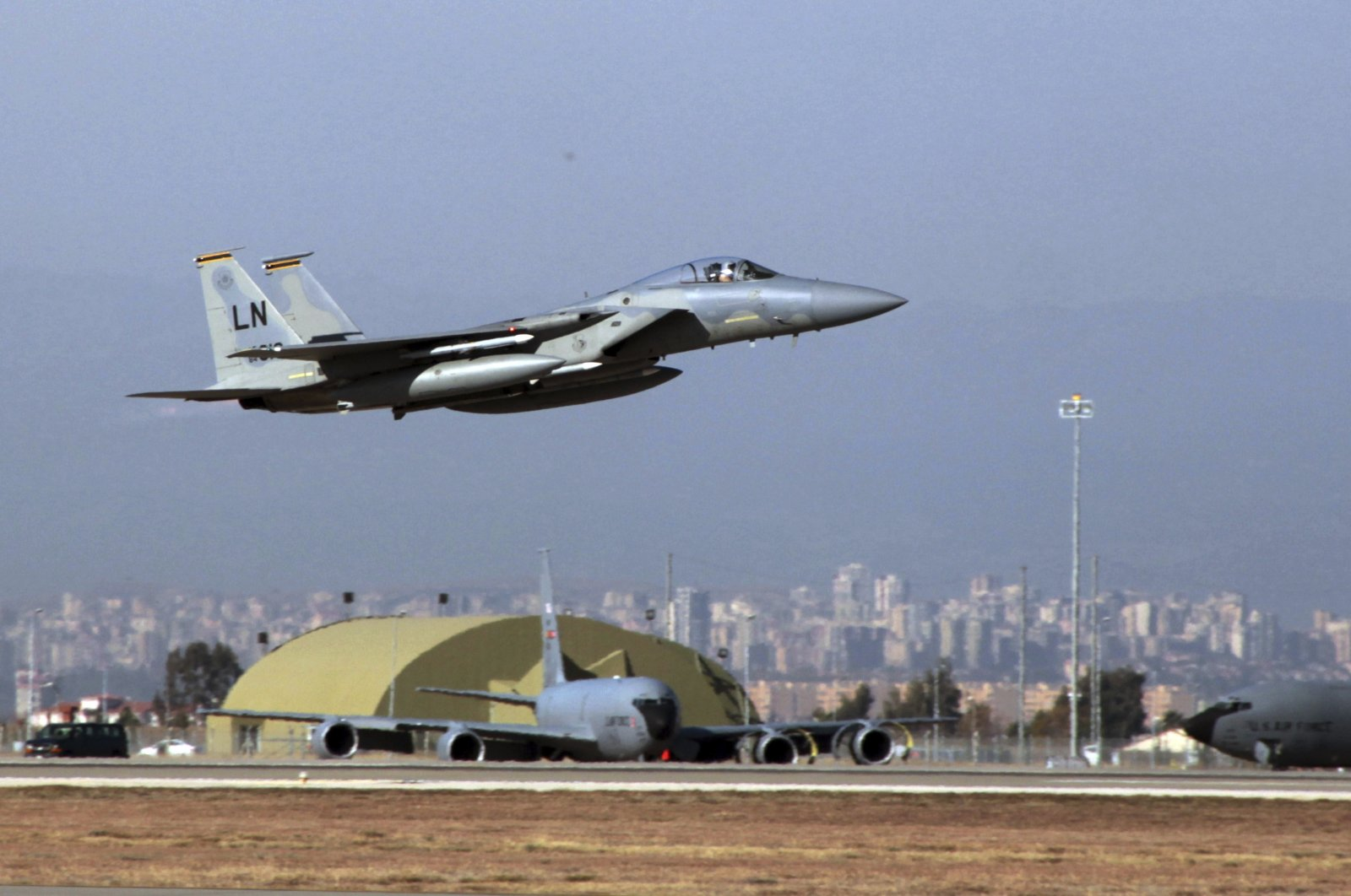 A U.S. Air Force F-15 fighter jet takes off from Incirlik Air Base near Adana, southern Turkey on Dec. 15, 2015. (AP File Photo)