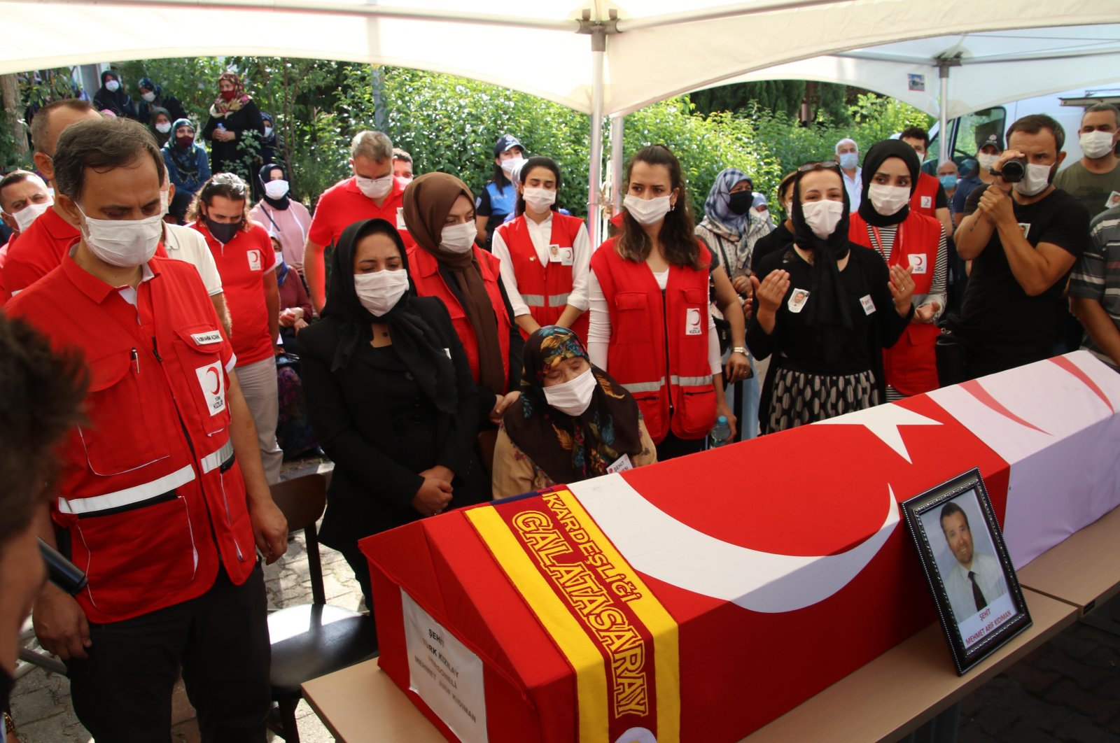 The funeral of the Turkish Red Crescent worker Mehmet Arif Kıdıman took place in his hometown Düzce with the participation of his colleagues, northwestern Turkey, Sept. 15, 2020. (DHA)