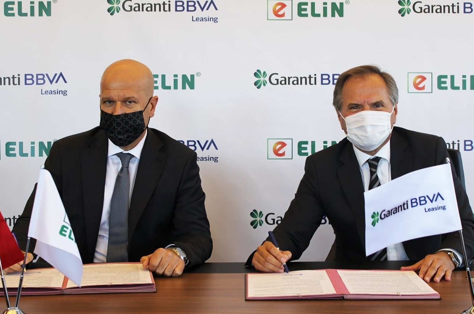 Garanti BBVA Leasing Chief Executive Ünal Gökmen (R) and Elin Energy Board Member Murat Karakeçili pose for a photo before signing the cooperation protocol in Istanbul, Sept. 14, 2020. (AA Photo)