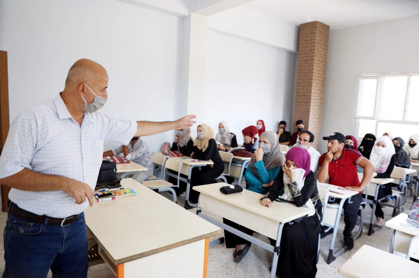 Civilians in the northern Syrian town of Ras al-Ain take Turkish courses in order to learn the language, Sept. 15, 2020. (DHA Photo)