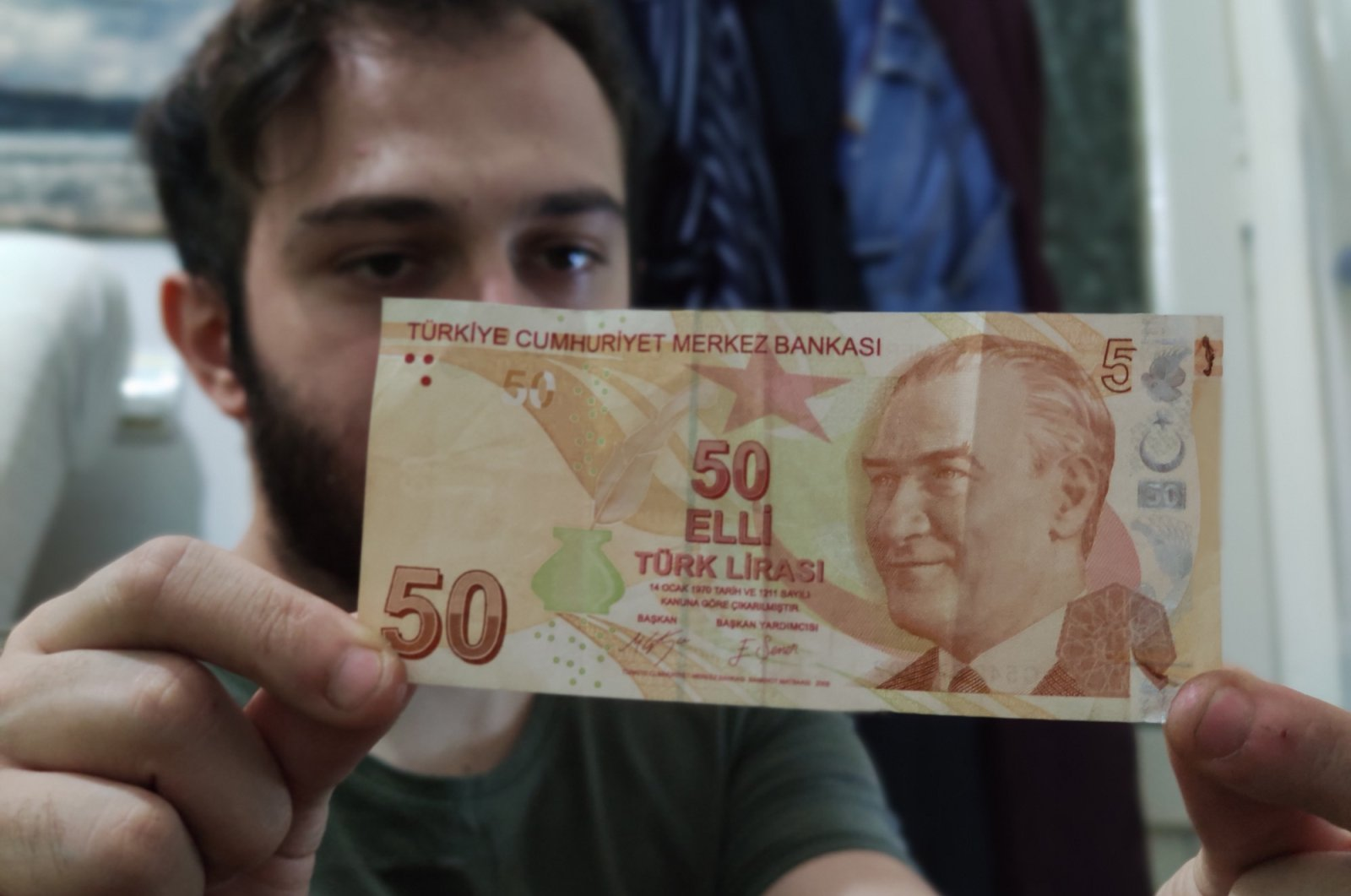 Doğan Kaya displays the misprinted TL 50 bill, with the defect visible on top right, in Bursa, Turkey, Sept. 15, 2020. (DHA Photo)